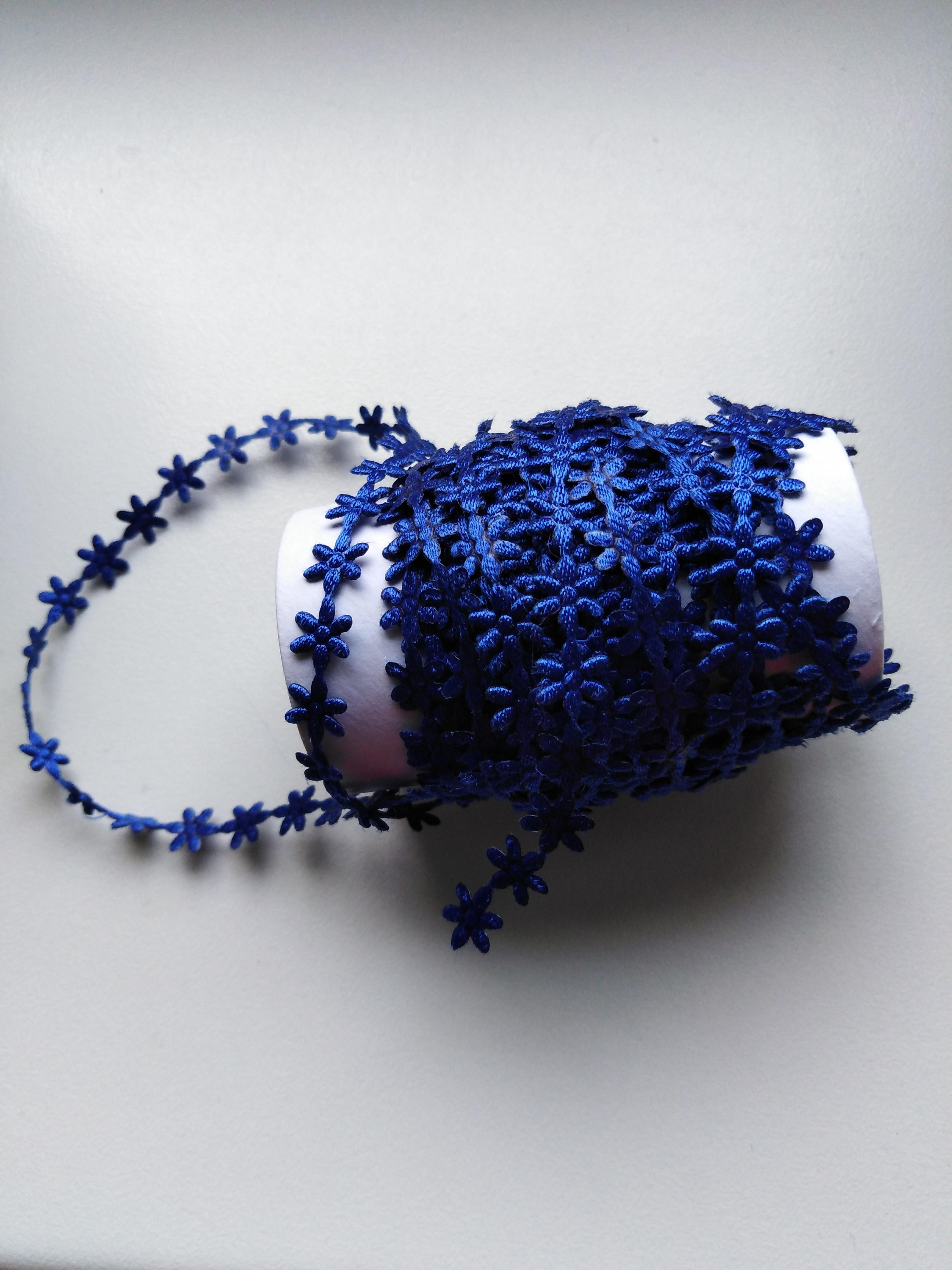 Aplikace metráž - květy malé královská modř