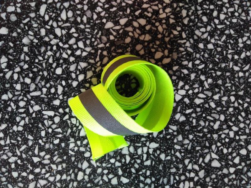 Páska reflexní našívací 25 mm stříbrná-žlutá