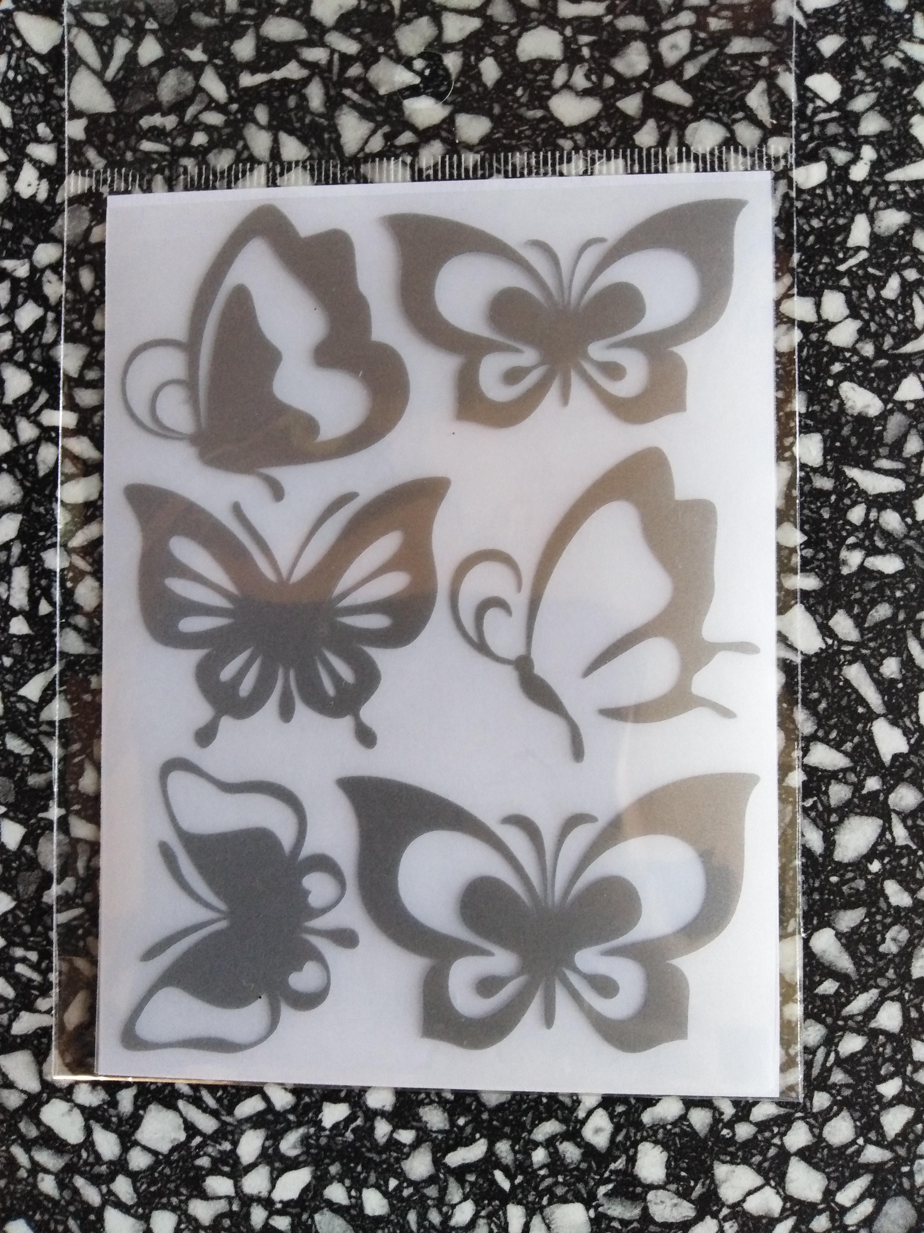 Reflexní motiv motýl