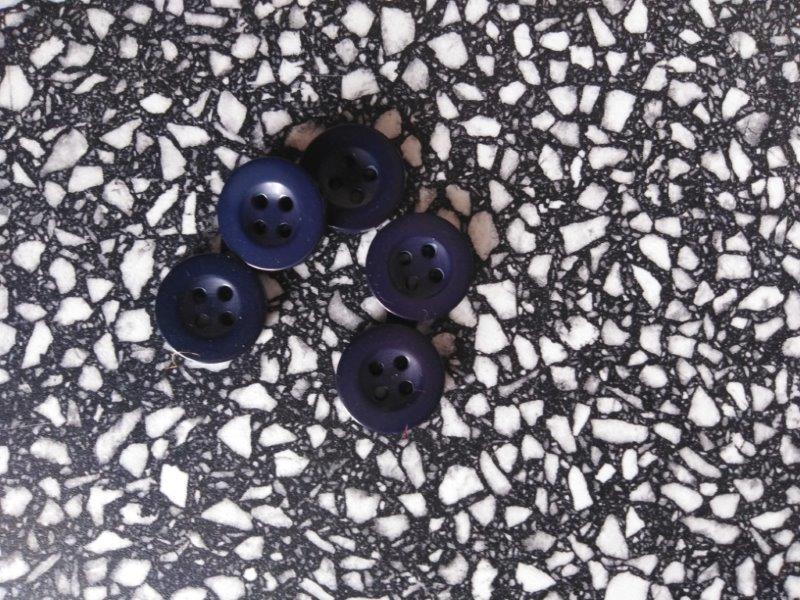 Knoflík montérkový temně modrý