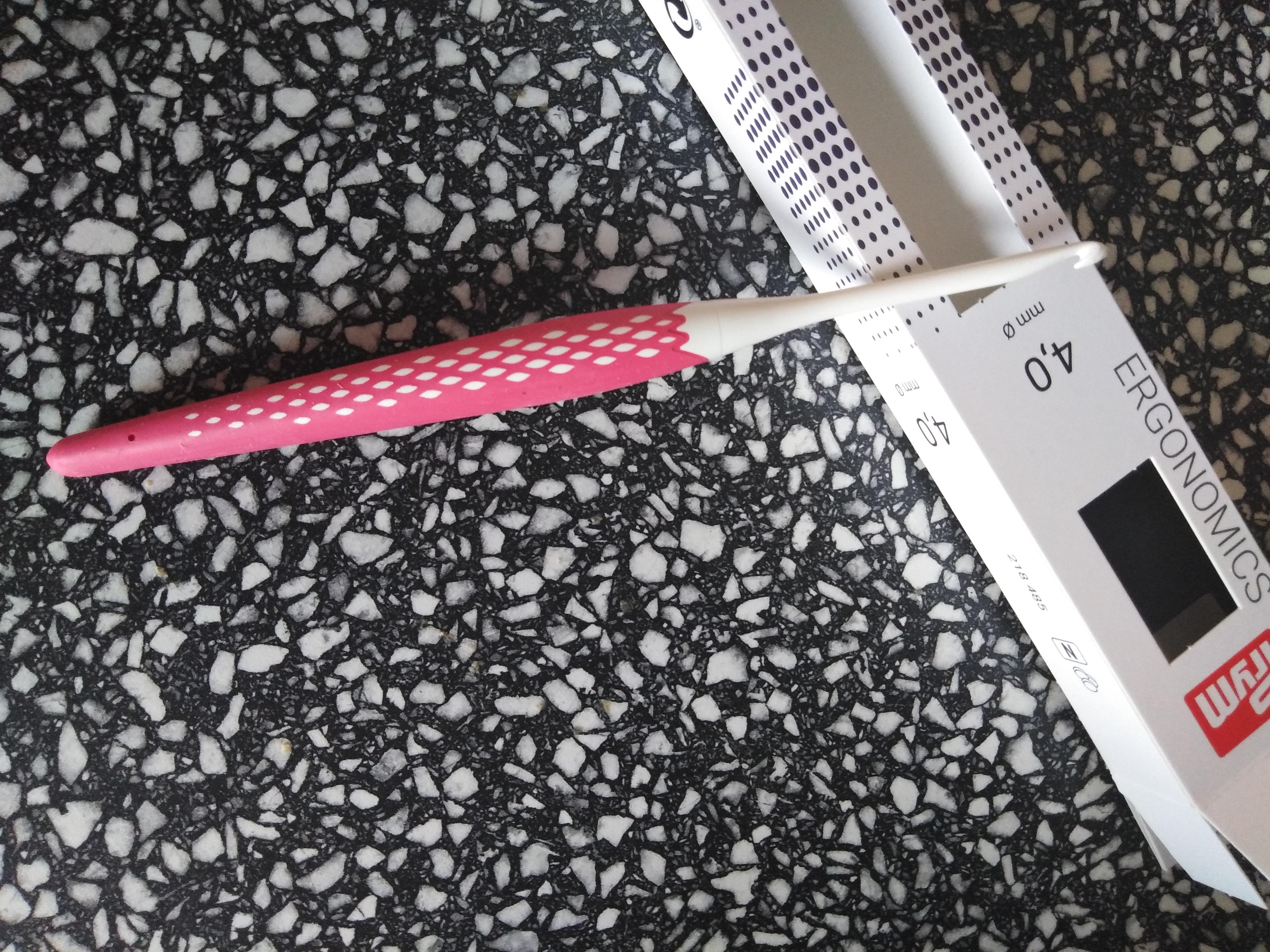 Háček na vlnu ergonomický 4 mm/16 cm