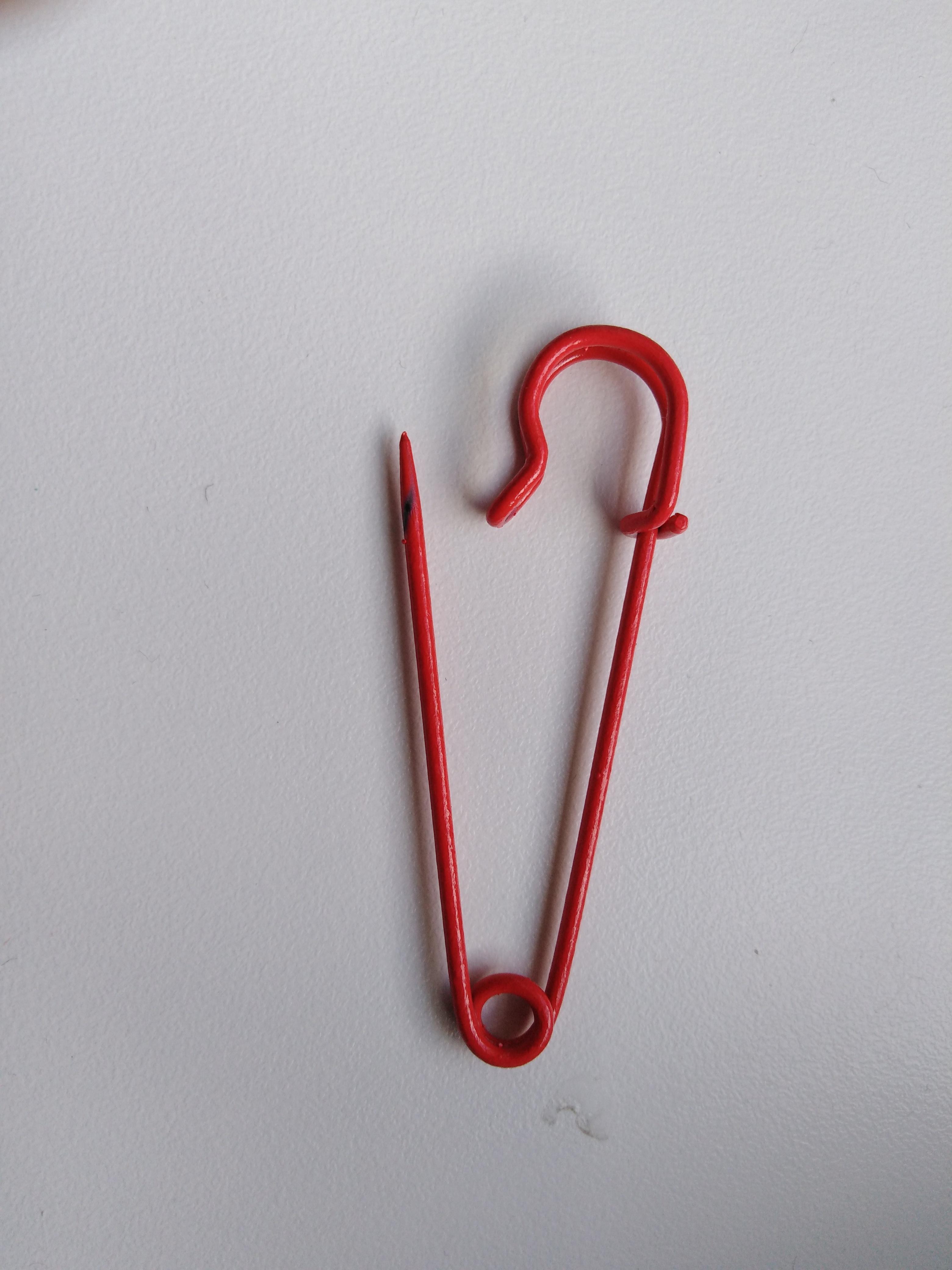 Špendlík zavírací Kilt 70 mm červený