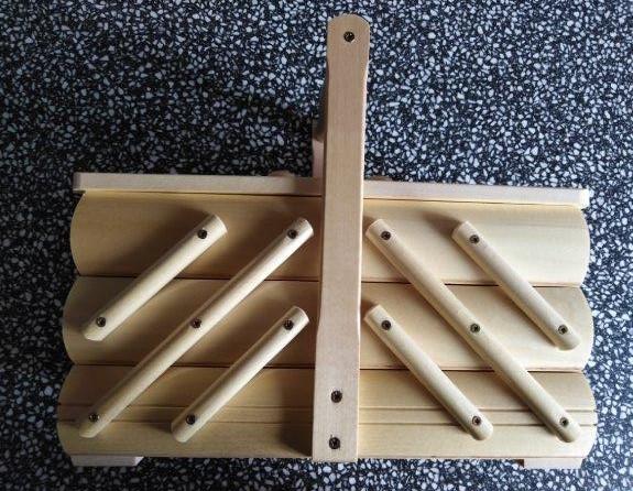 Kazeta na šití dřevěná rozkládací světlá menší