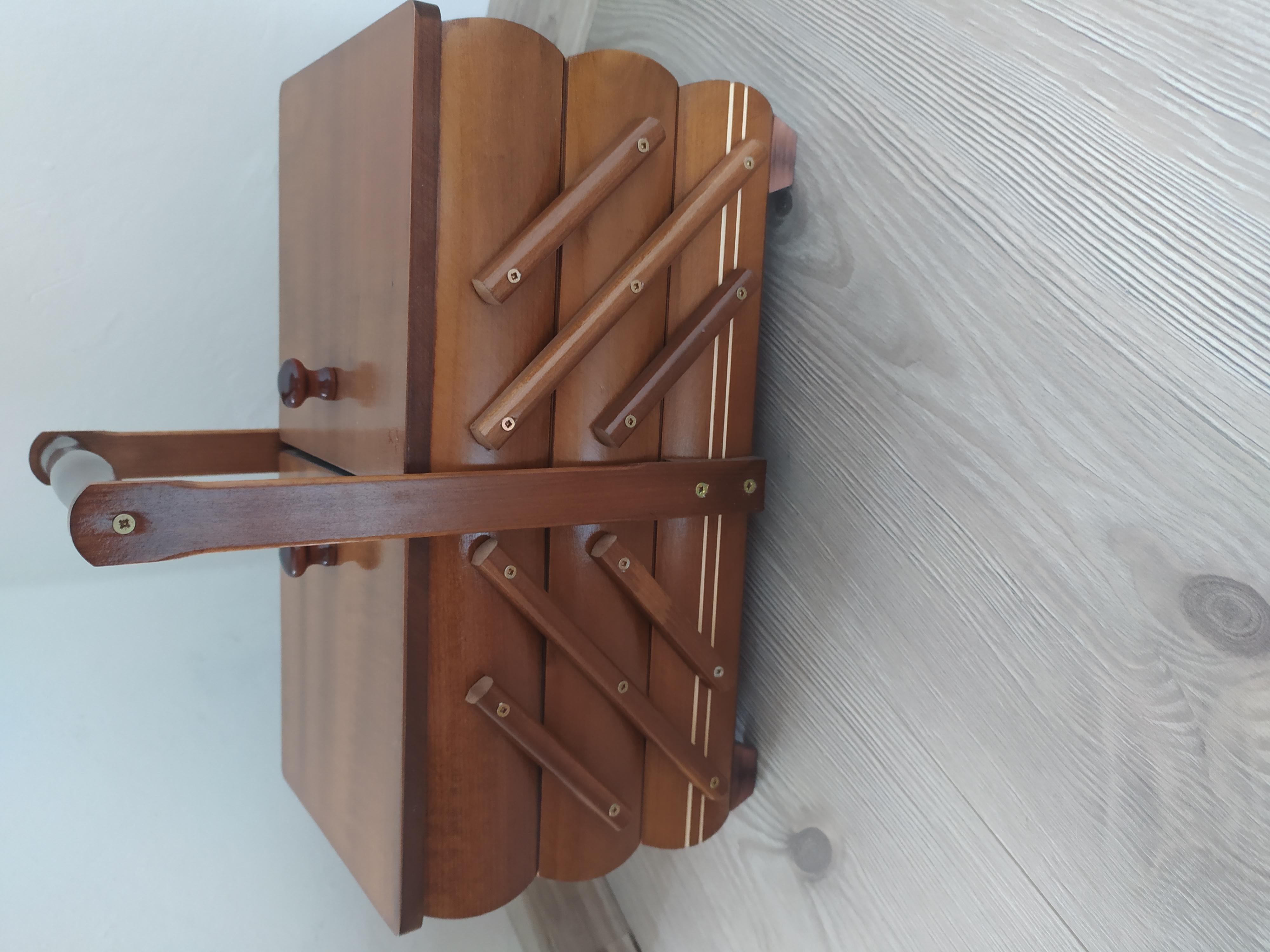 Kazeta na šití dřevěná rozkládací středně hnědá menší