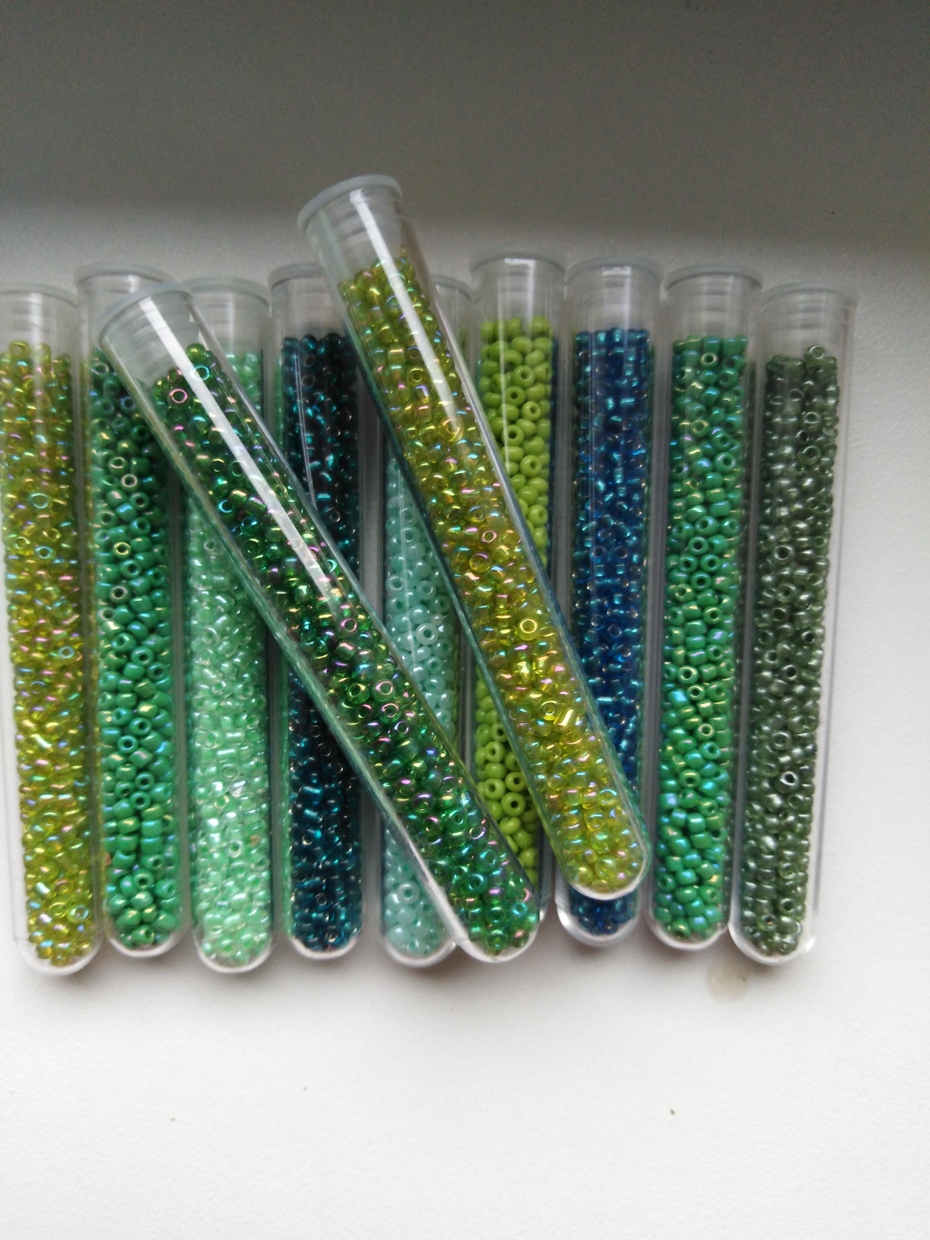 Perličky skleněné - ampule 10 g zelené