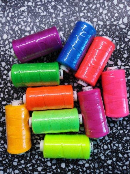 Nitě Unipoly Jeans 10 cívek 200 m neon
