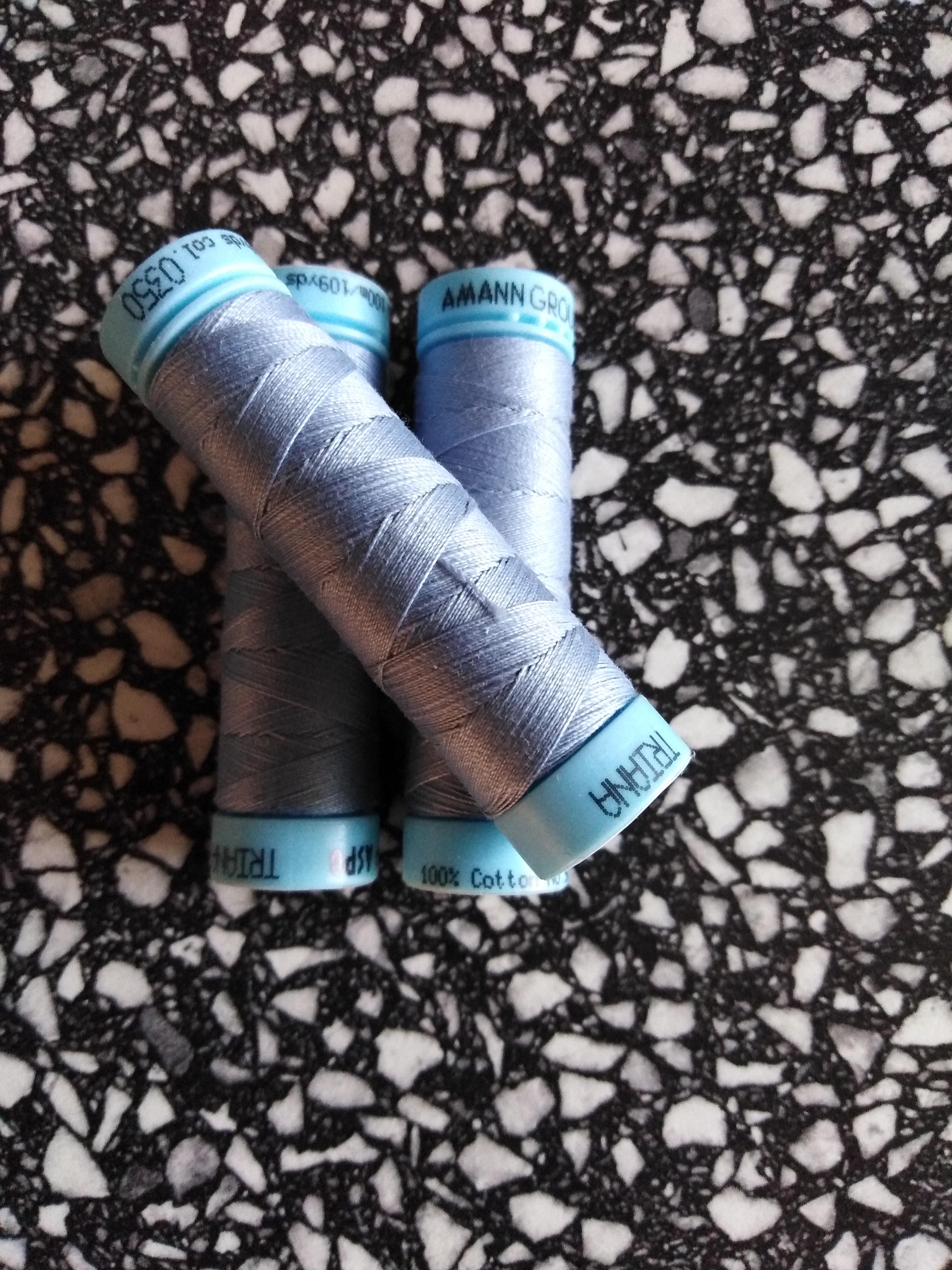 Univerzální bavlněná nit popelavě modrá 350