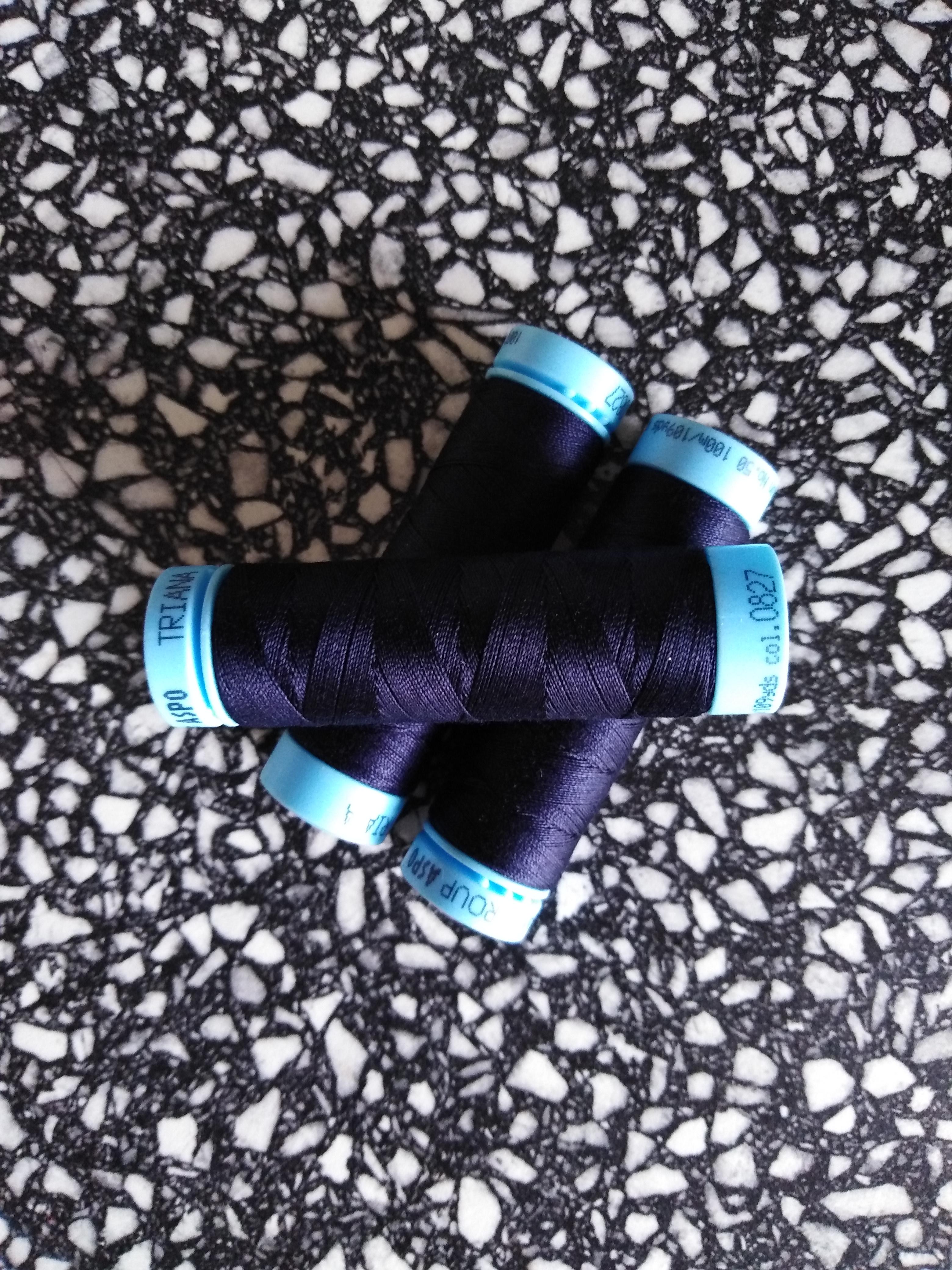 Univerzální bavlněná nit námořní modrá 827
