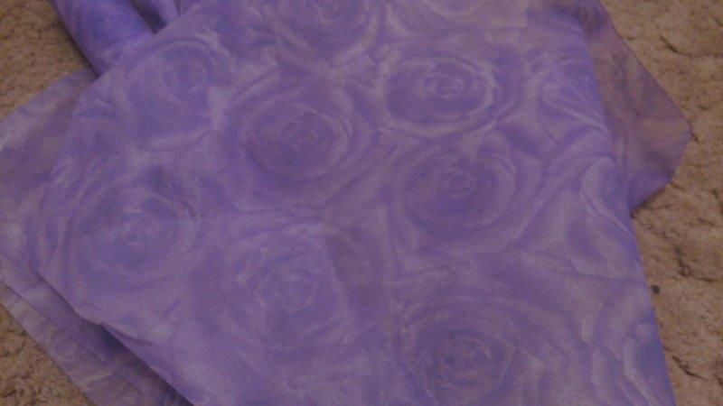 Vliselin ozdobný tisk 50 cm světle fialová