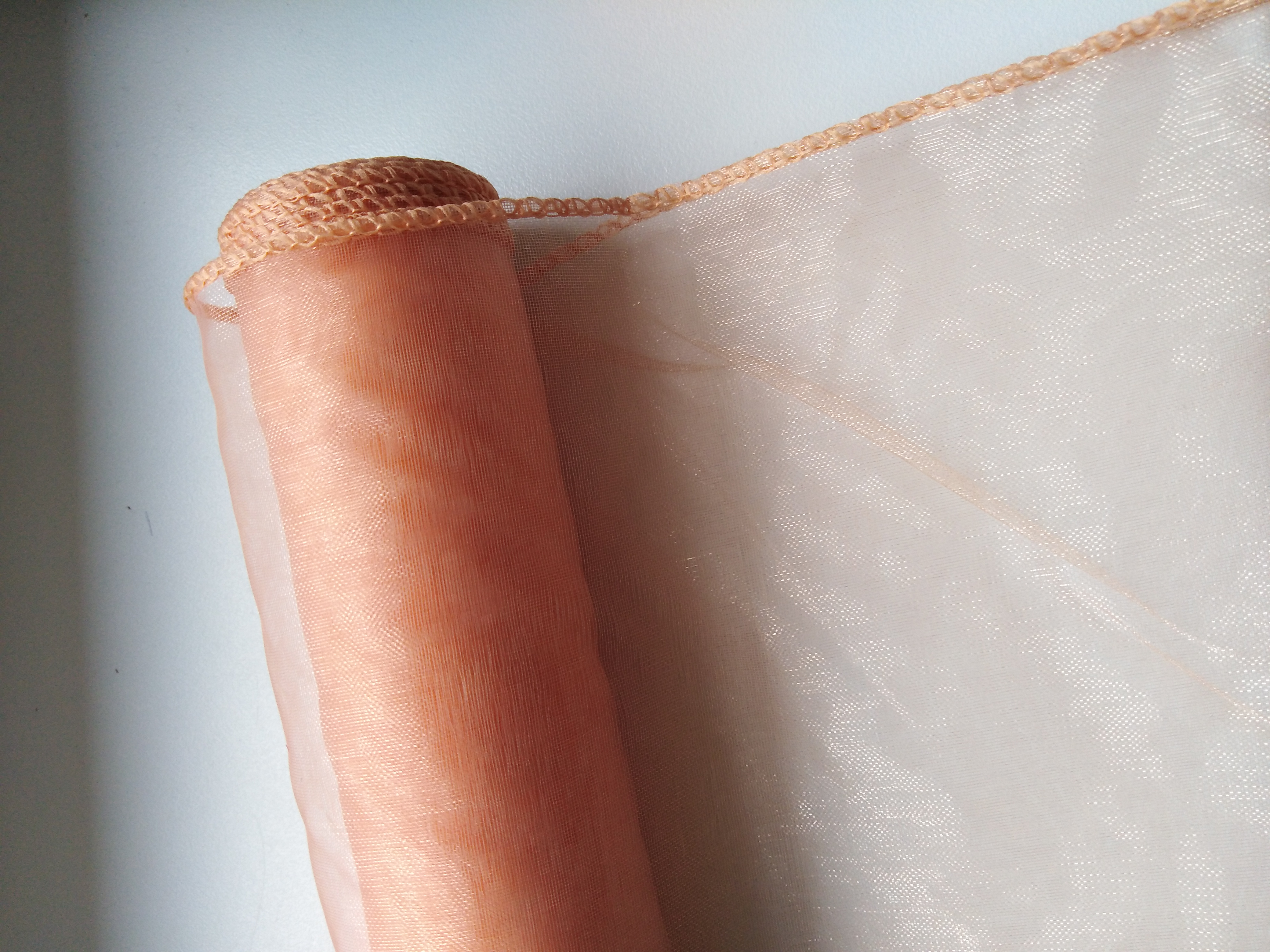 Organza 12 cm obšitá lososová