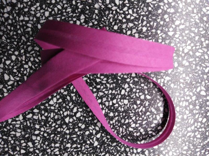 Šikmý proužek 14 mm bavlněný založený tmavě růžový