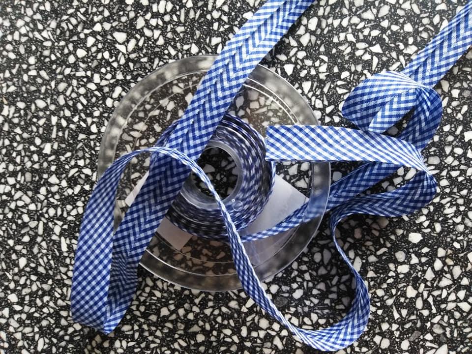 Šikmý proužek 18 mm PES založený, kostka VICHY královská modř