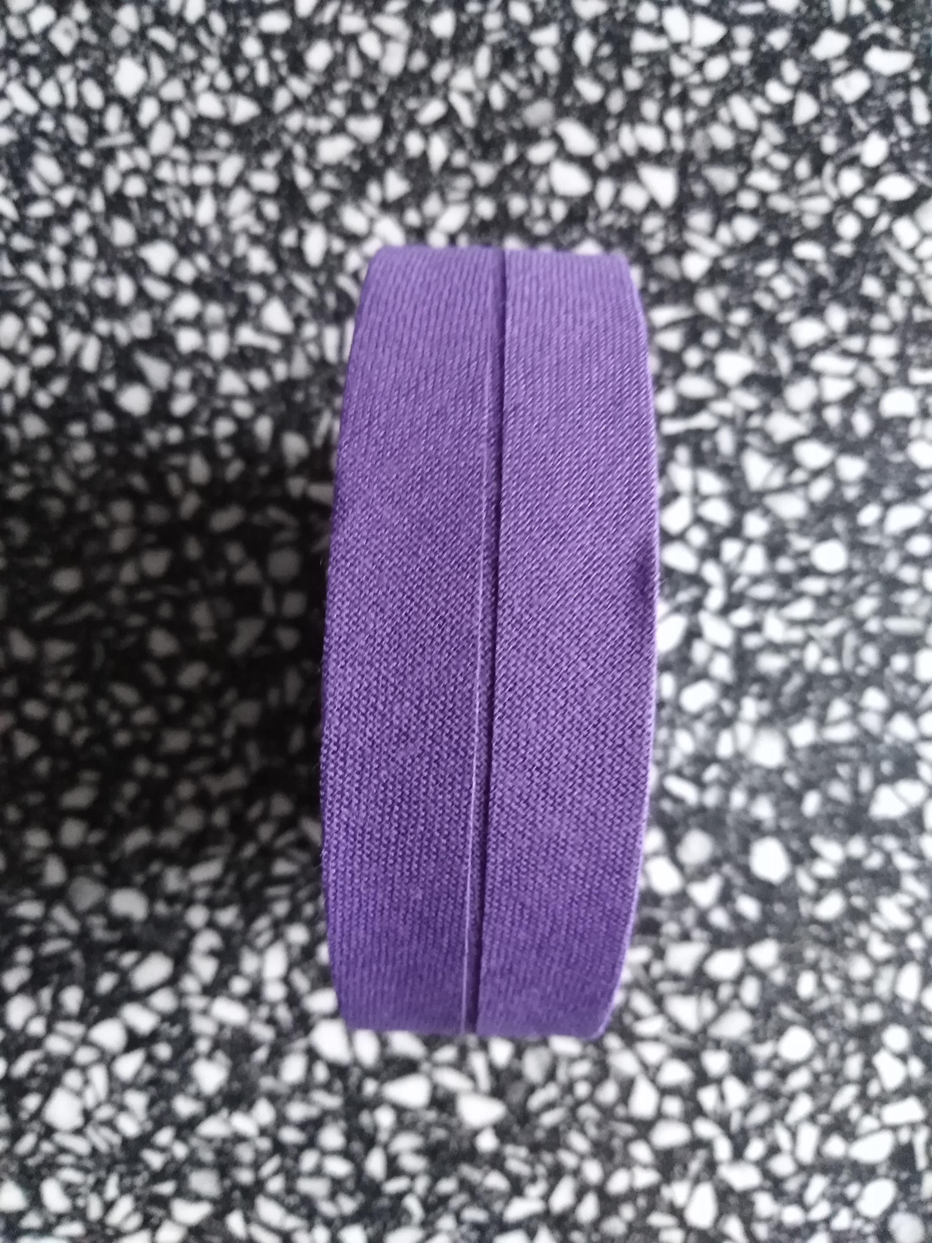 Šikmý proužek 25 mm bavlněný založený tmavě fialový
