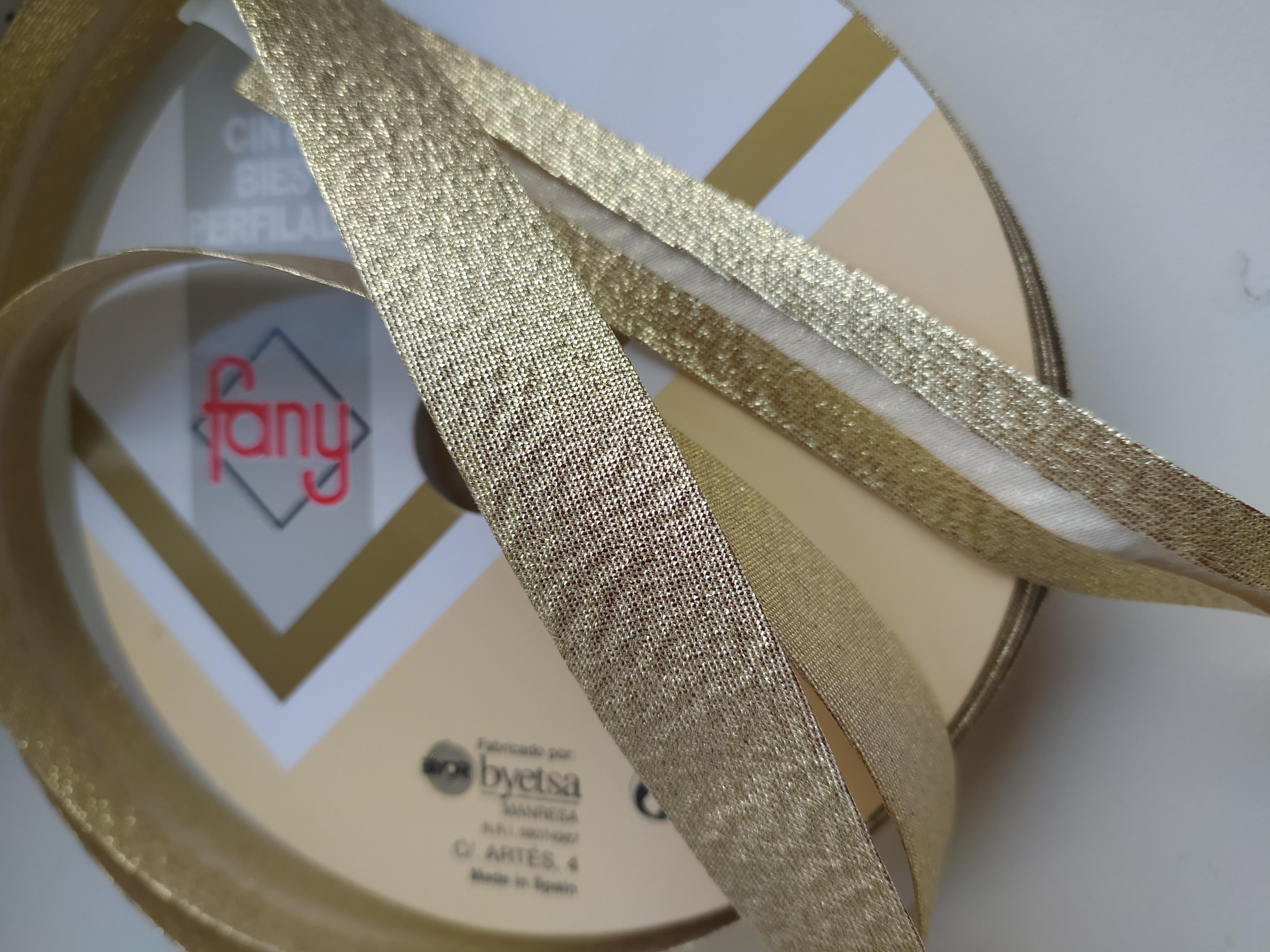 Šikmý proužek 18 mm LAMÉ založený zlatý