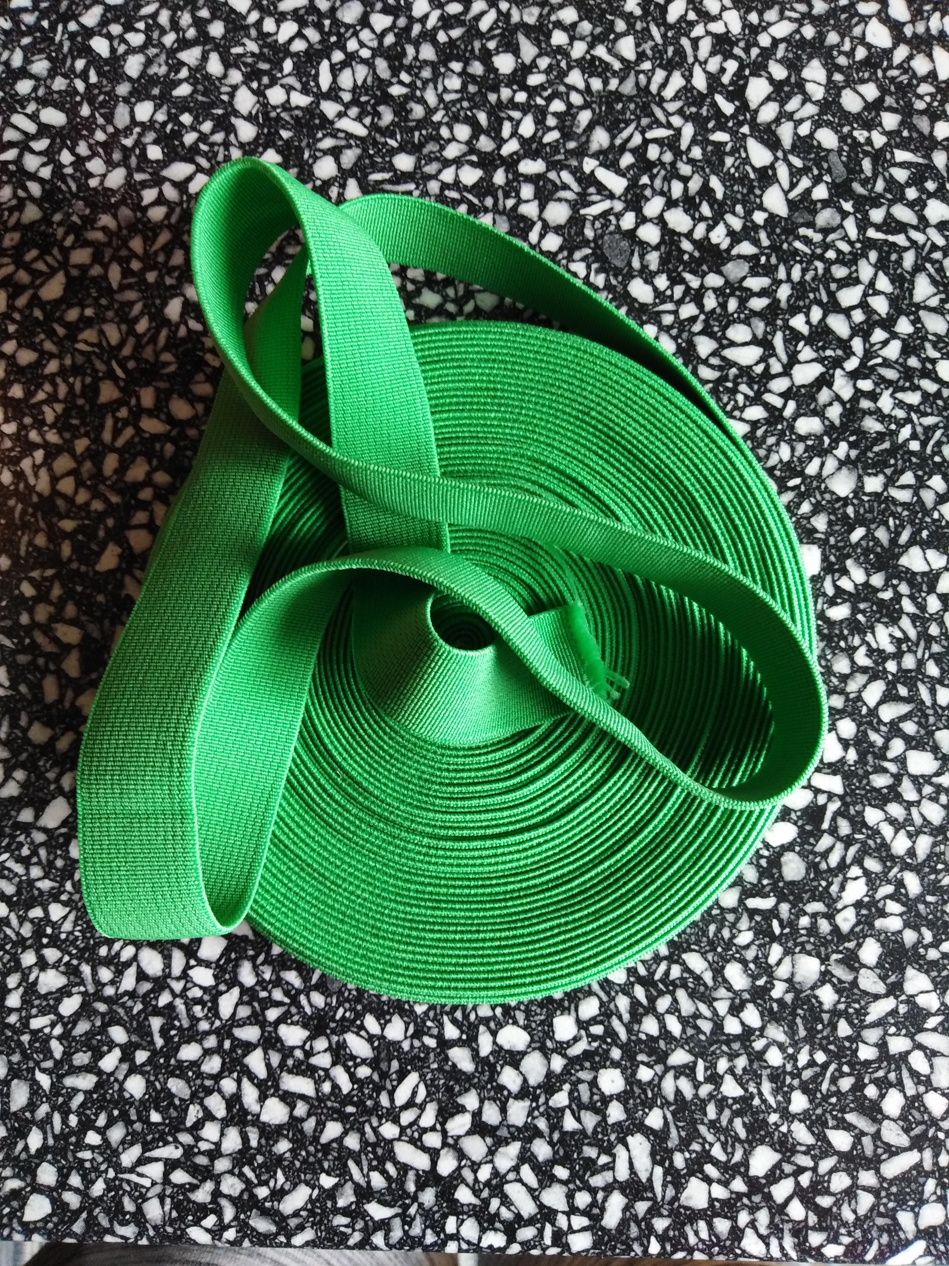 Pruženka plochá 21 mm světle zelená