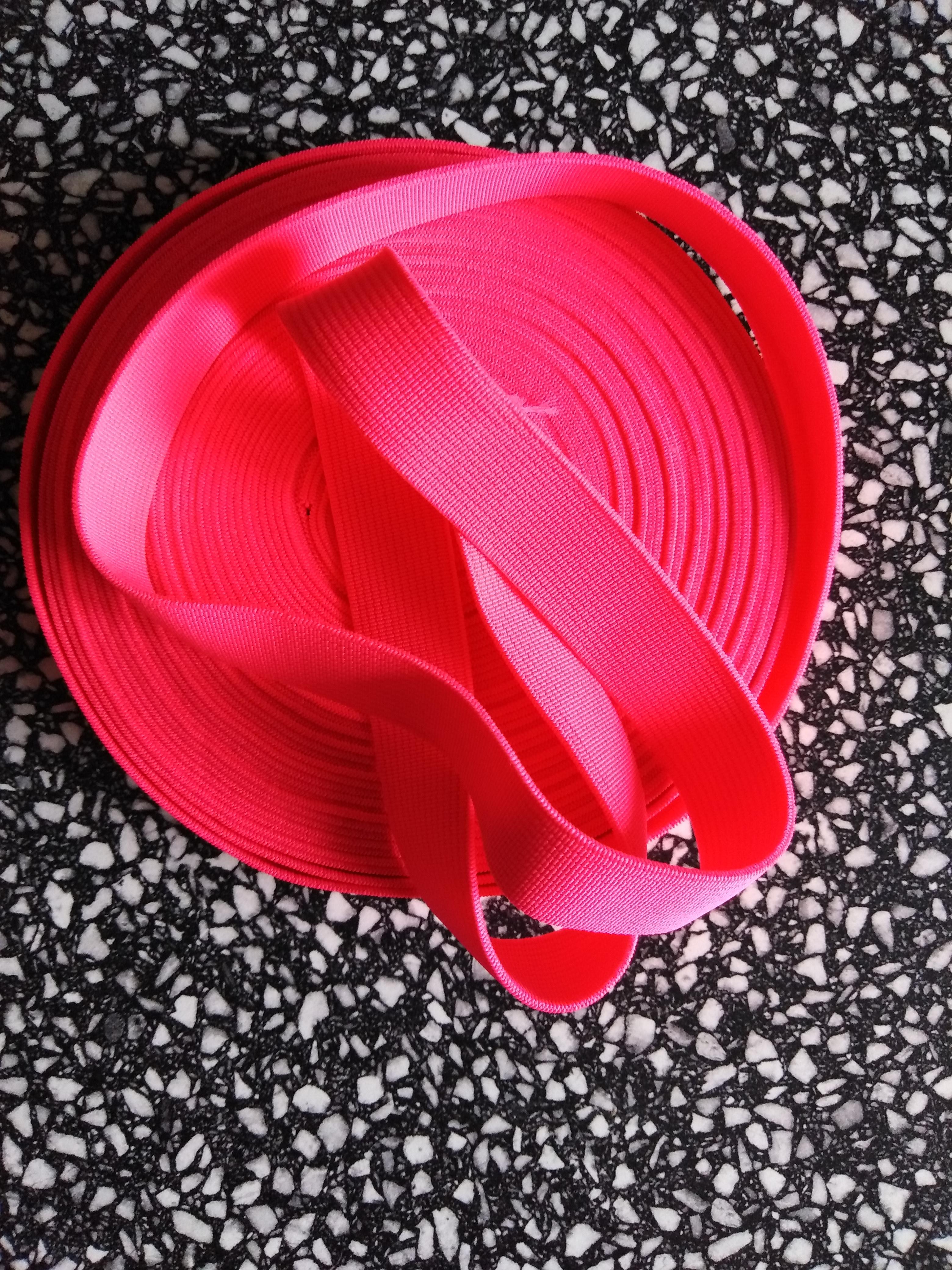 Pruženka plochá 21 mm reflexní růžová