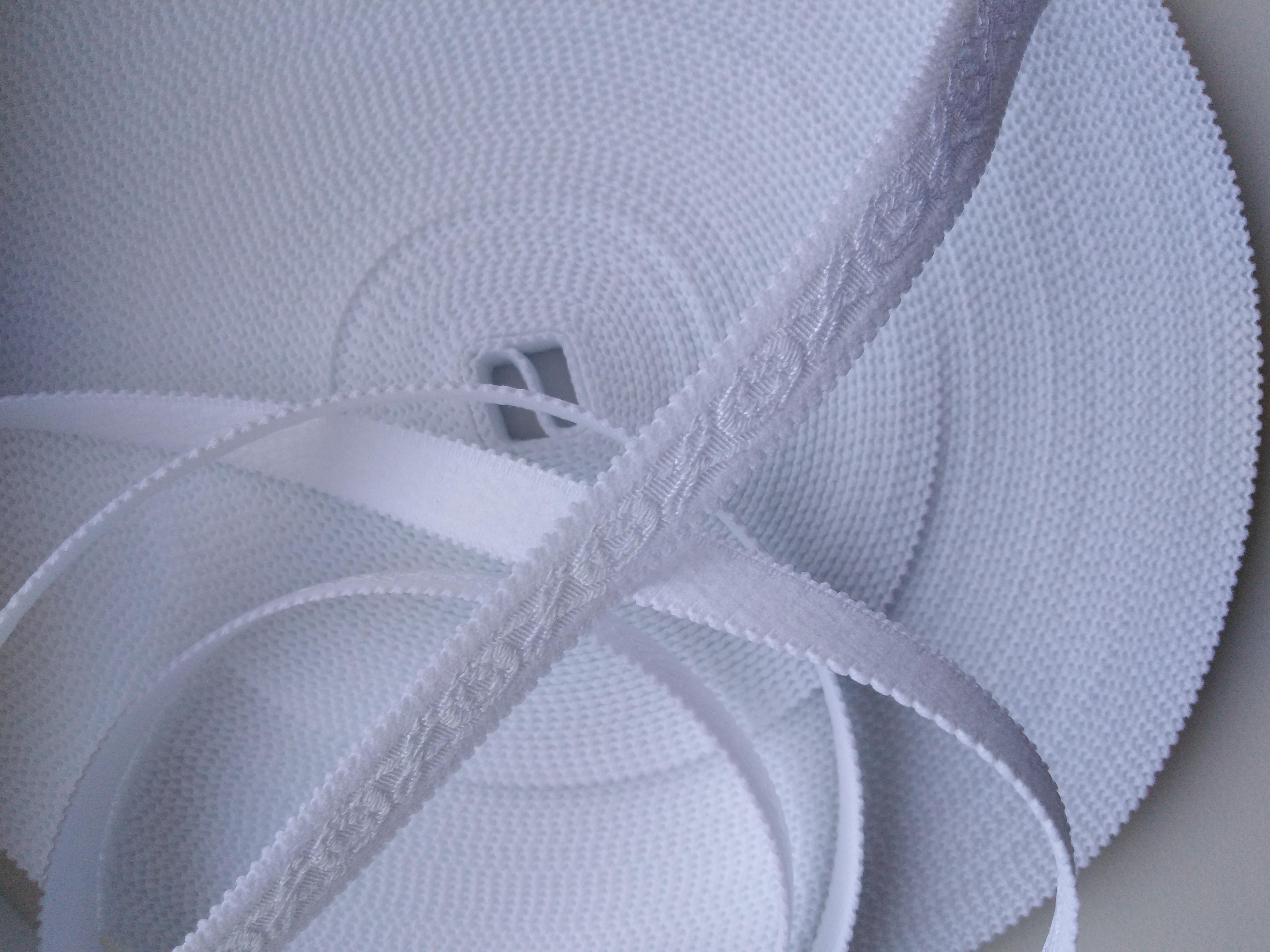 Pruženka ramínková 13 mm bílá