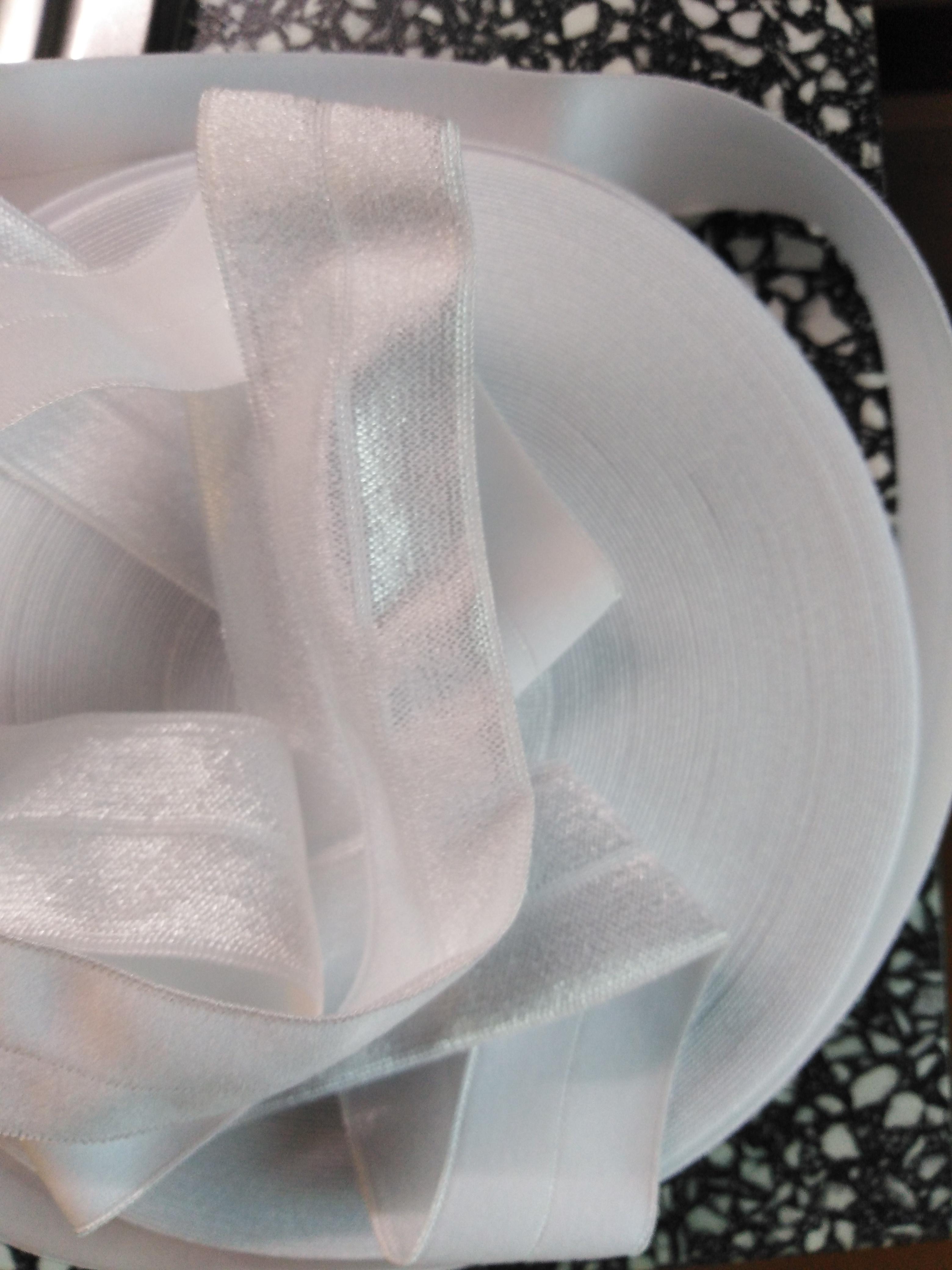 Pruženka lemovací půlená 25 mm bílá