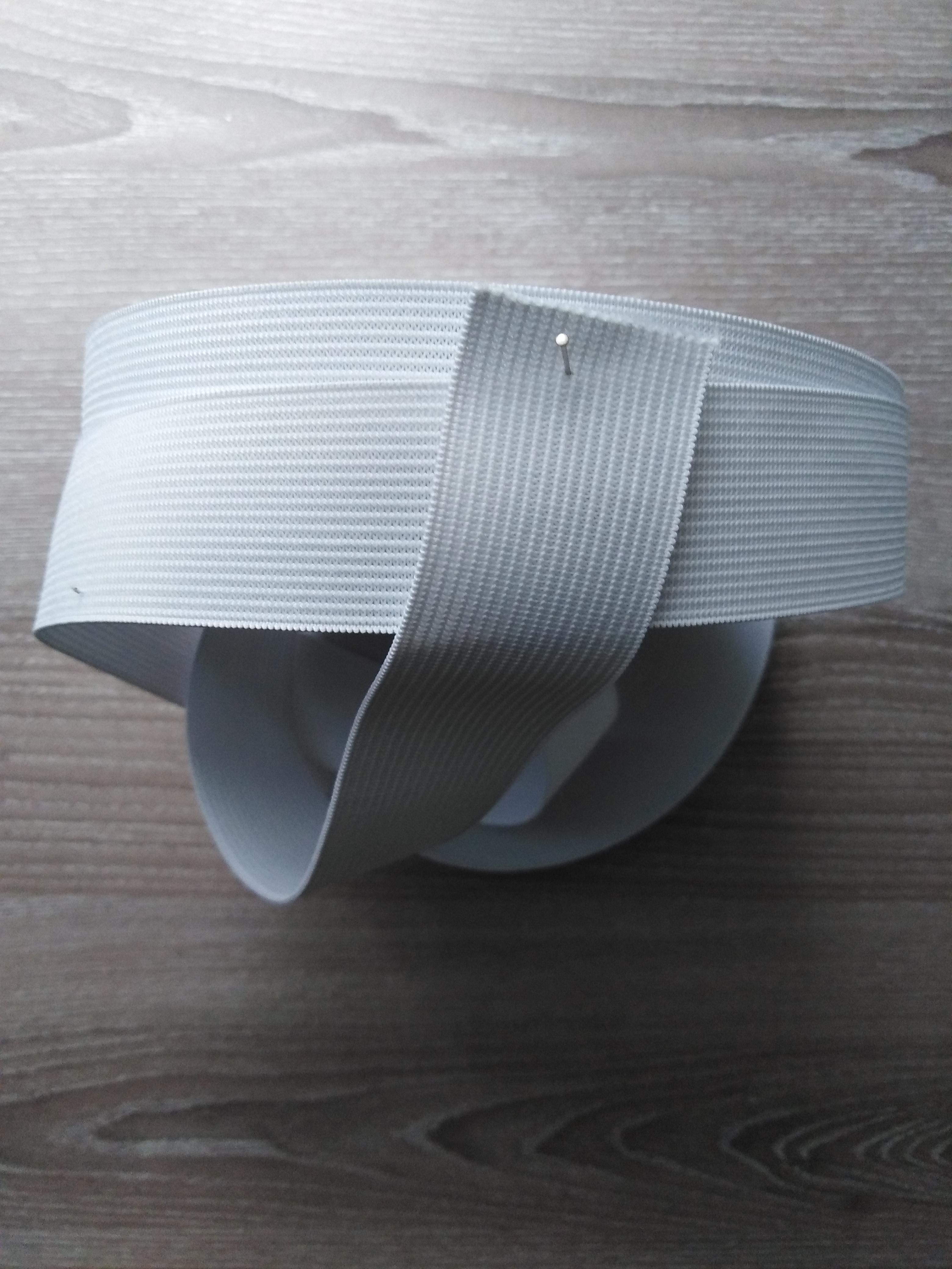 Pruženka plochá 25 mm bílá