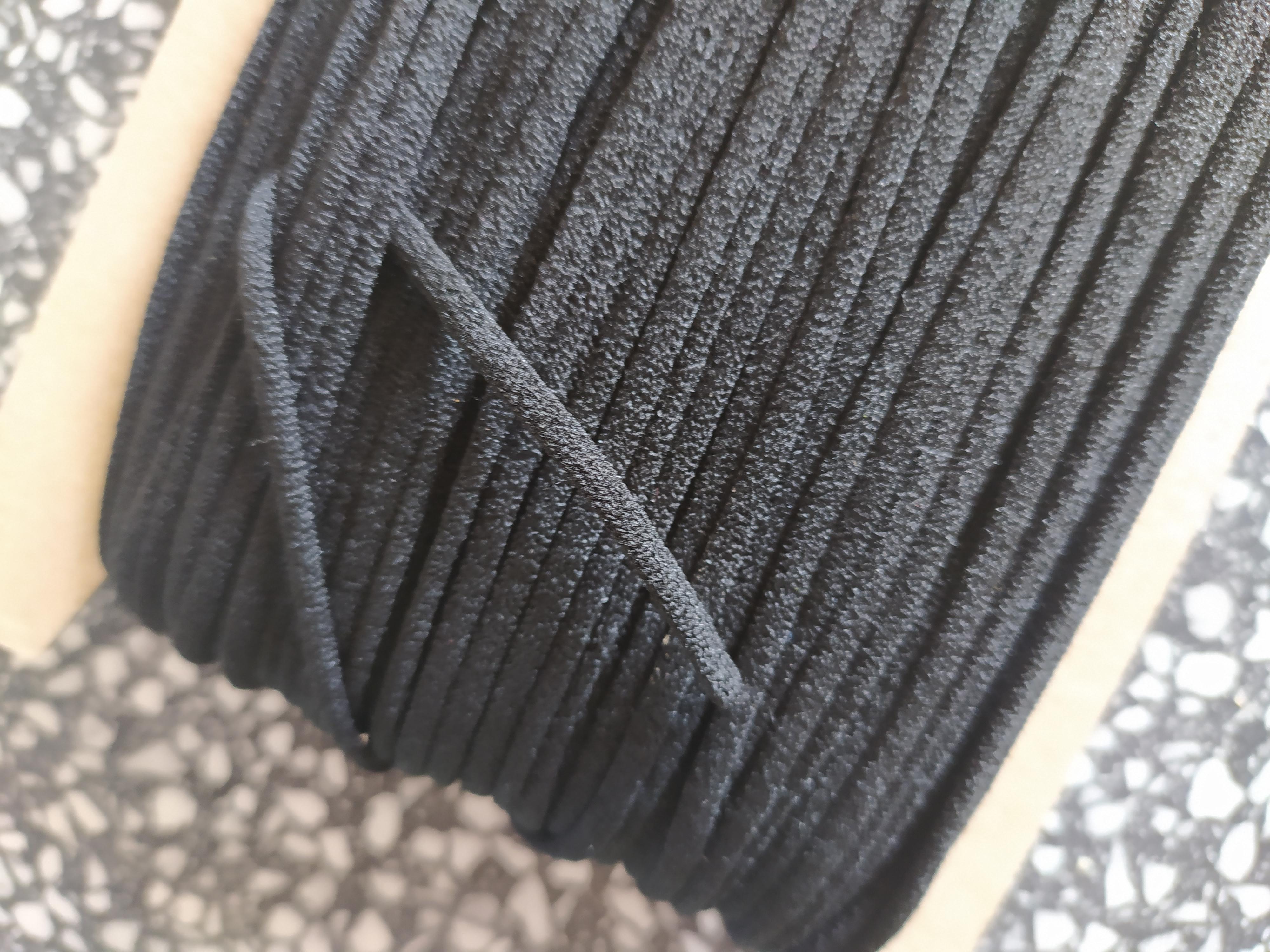 Pruženka okrouhlá roušková 3 mm černá