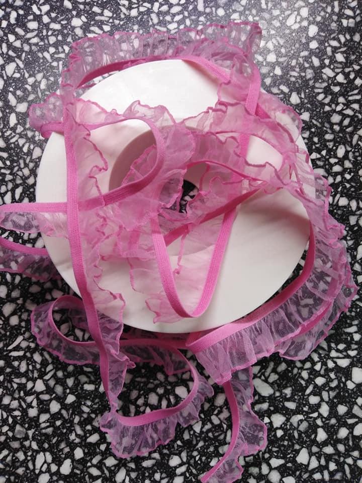Pruženka prádlová s volánem růžová