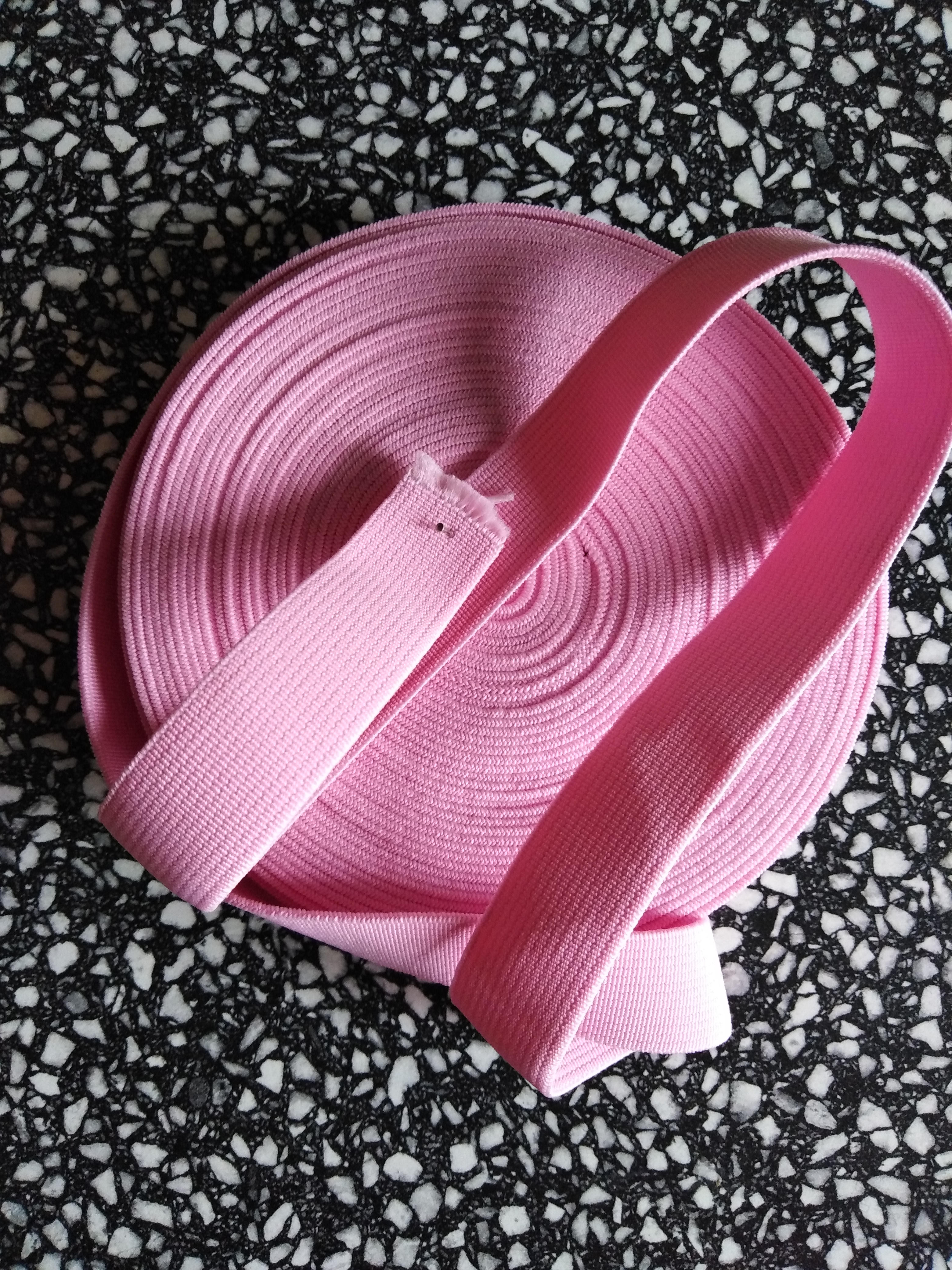 Pruženka plochá 21 mm růžová