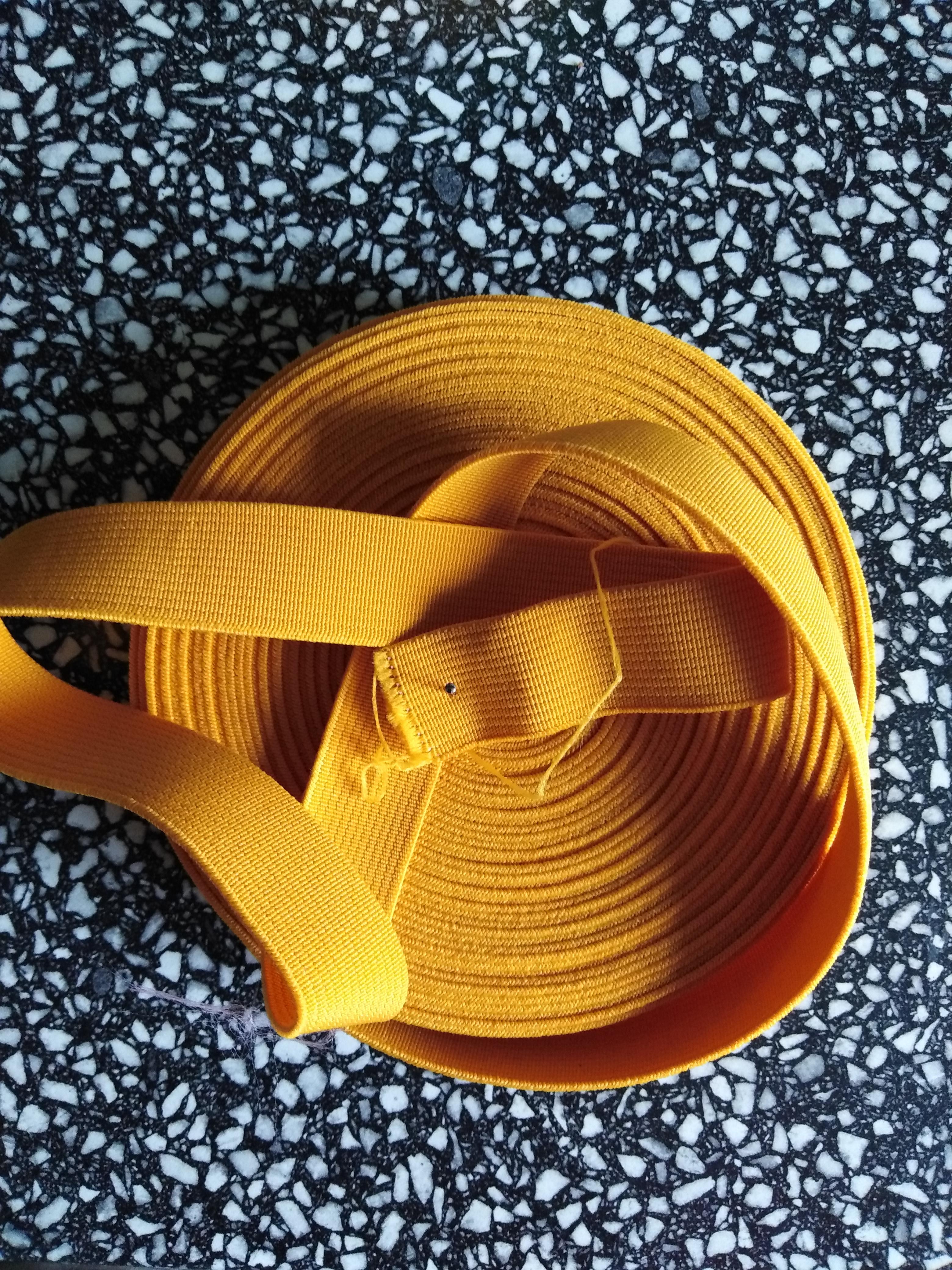 Pruženka plochá 21 mm oranžová
