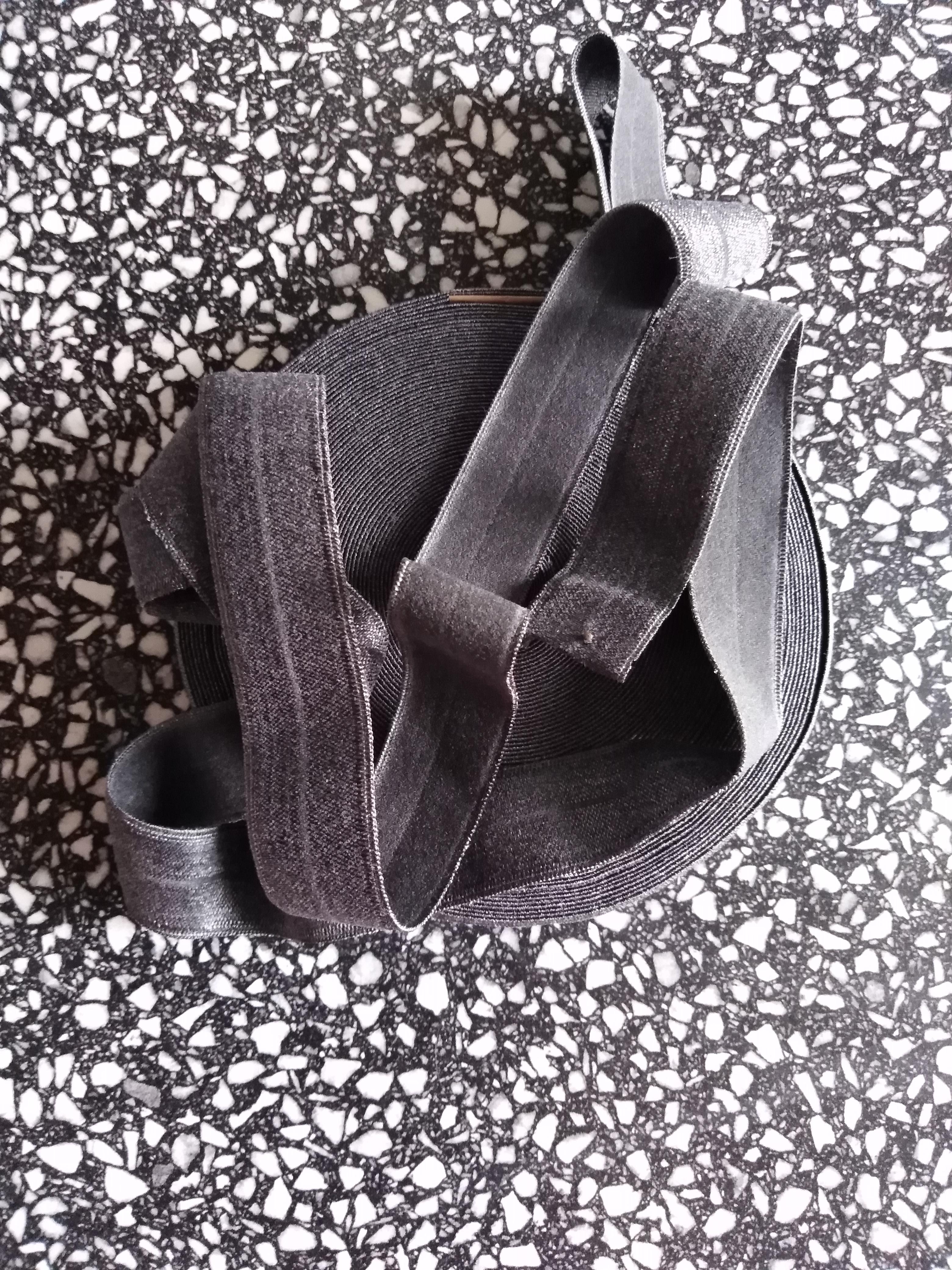 Pruženka lemovací půlená 19 mm tmavě šedá