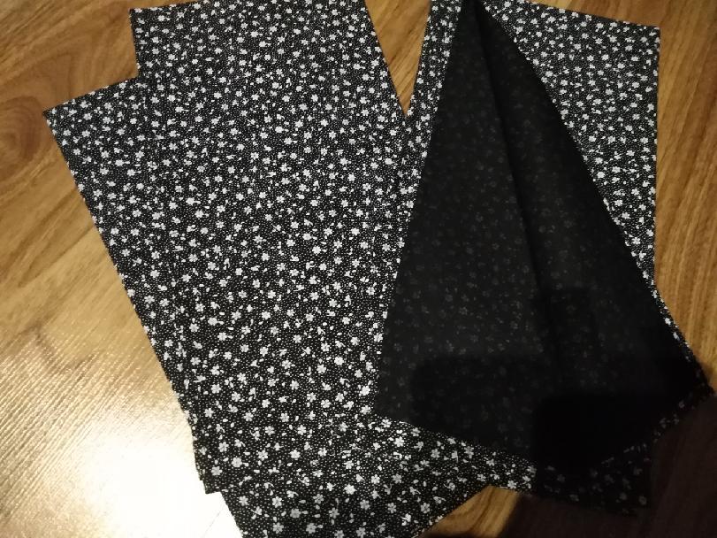 Bavlněný šátek 65 x 65 cm, černá + bílé květy