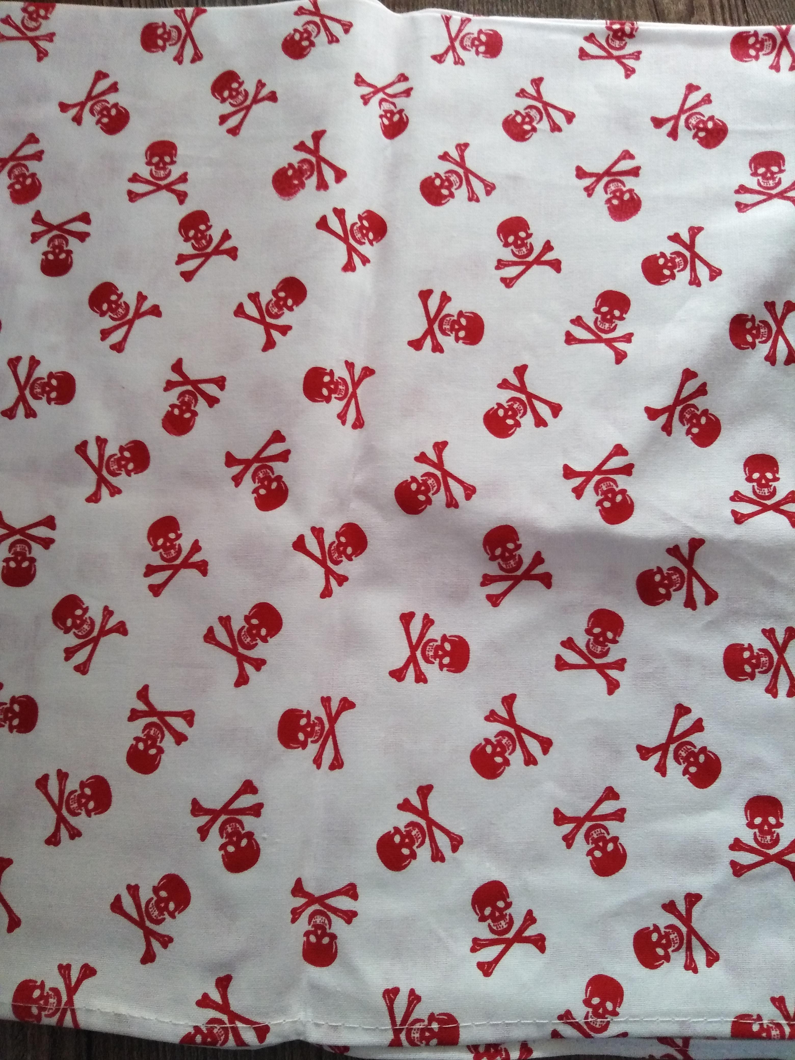 Bavlněný šátek 65 x 65 cm, bílá + červené lebky