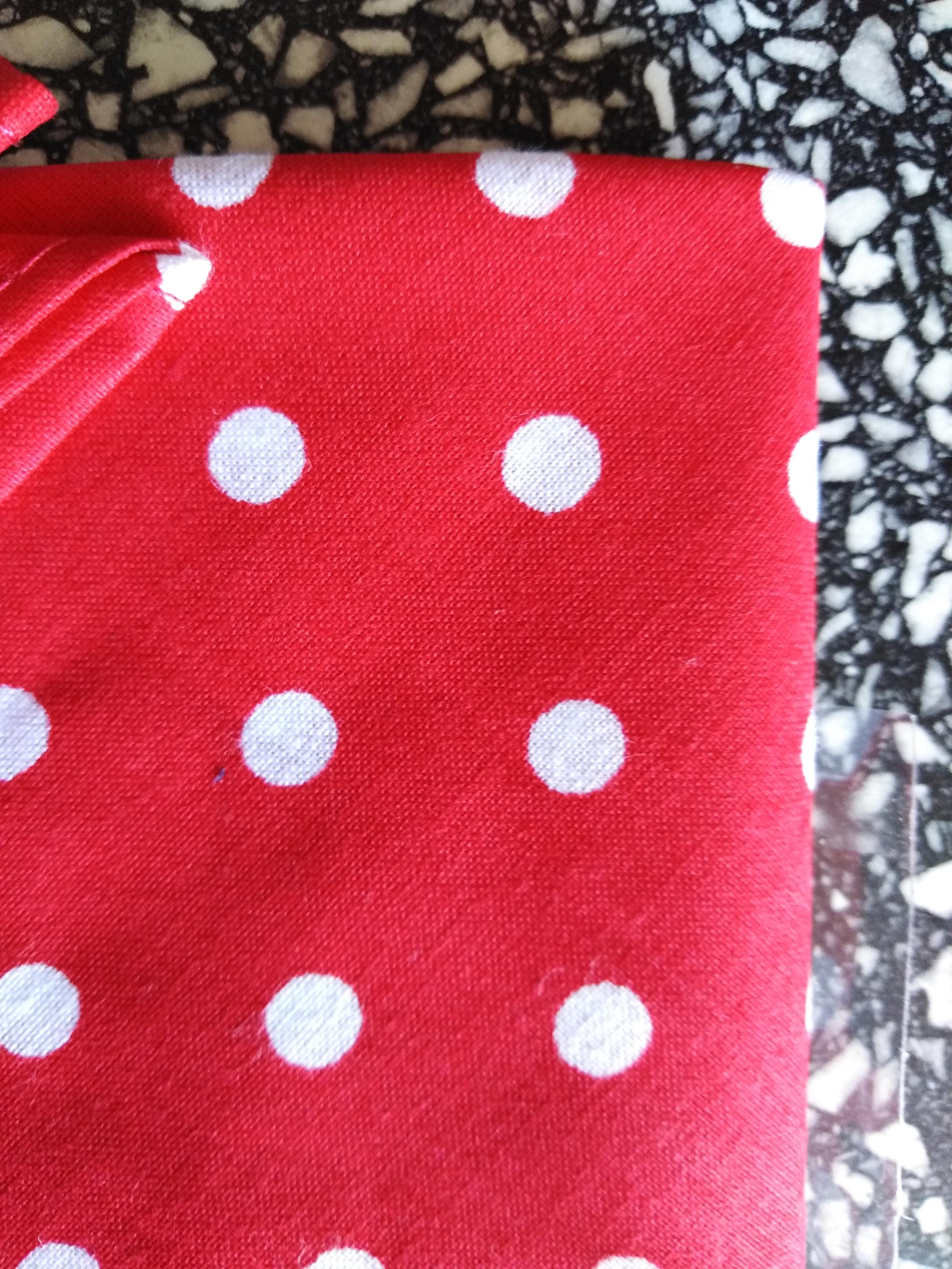 Bavlněná čelenka červená bílý puntík