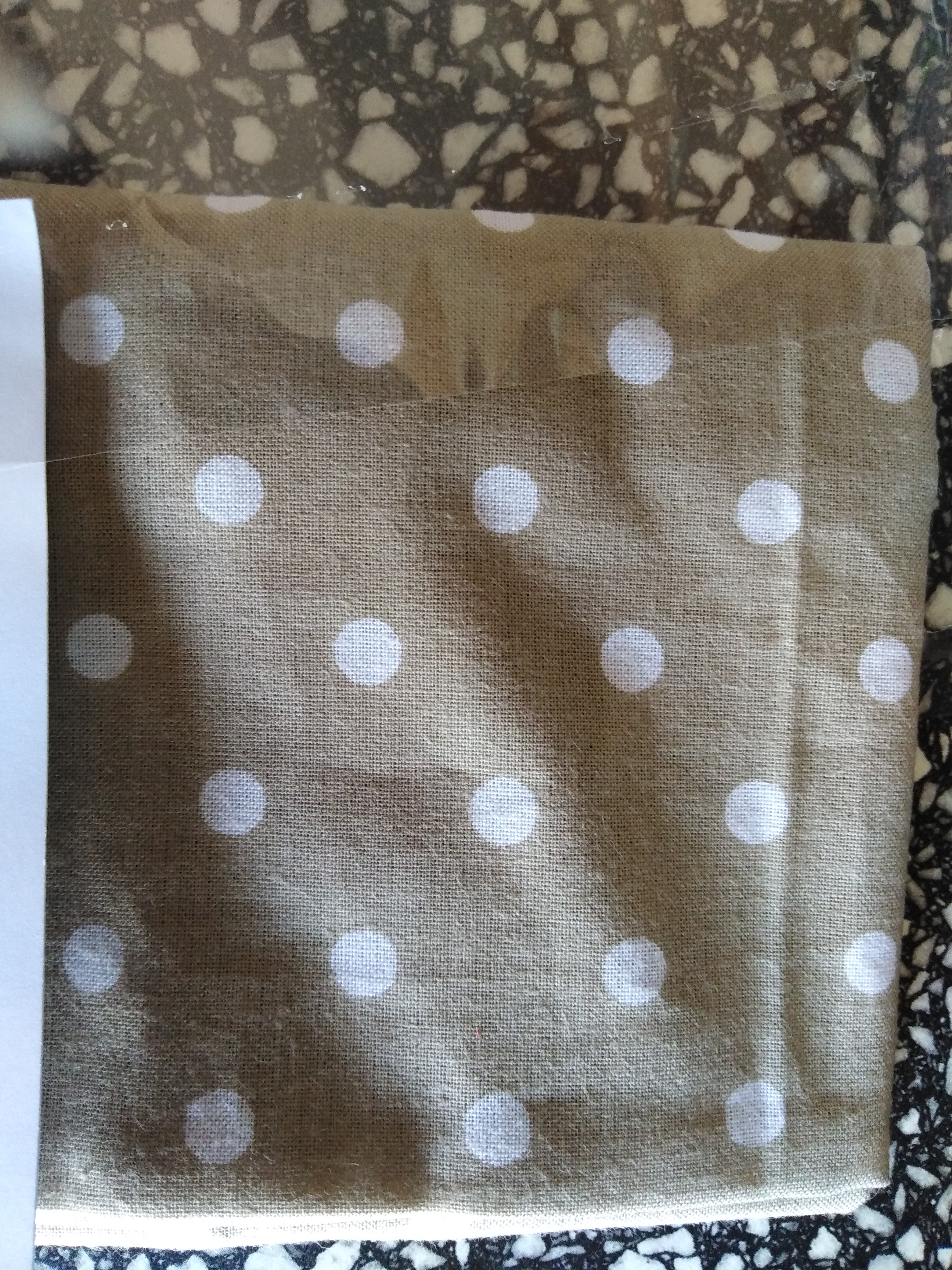Bavlněný šátek 65 x 65 cm, béžovo bílý puntík 5 mm