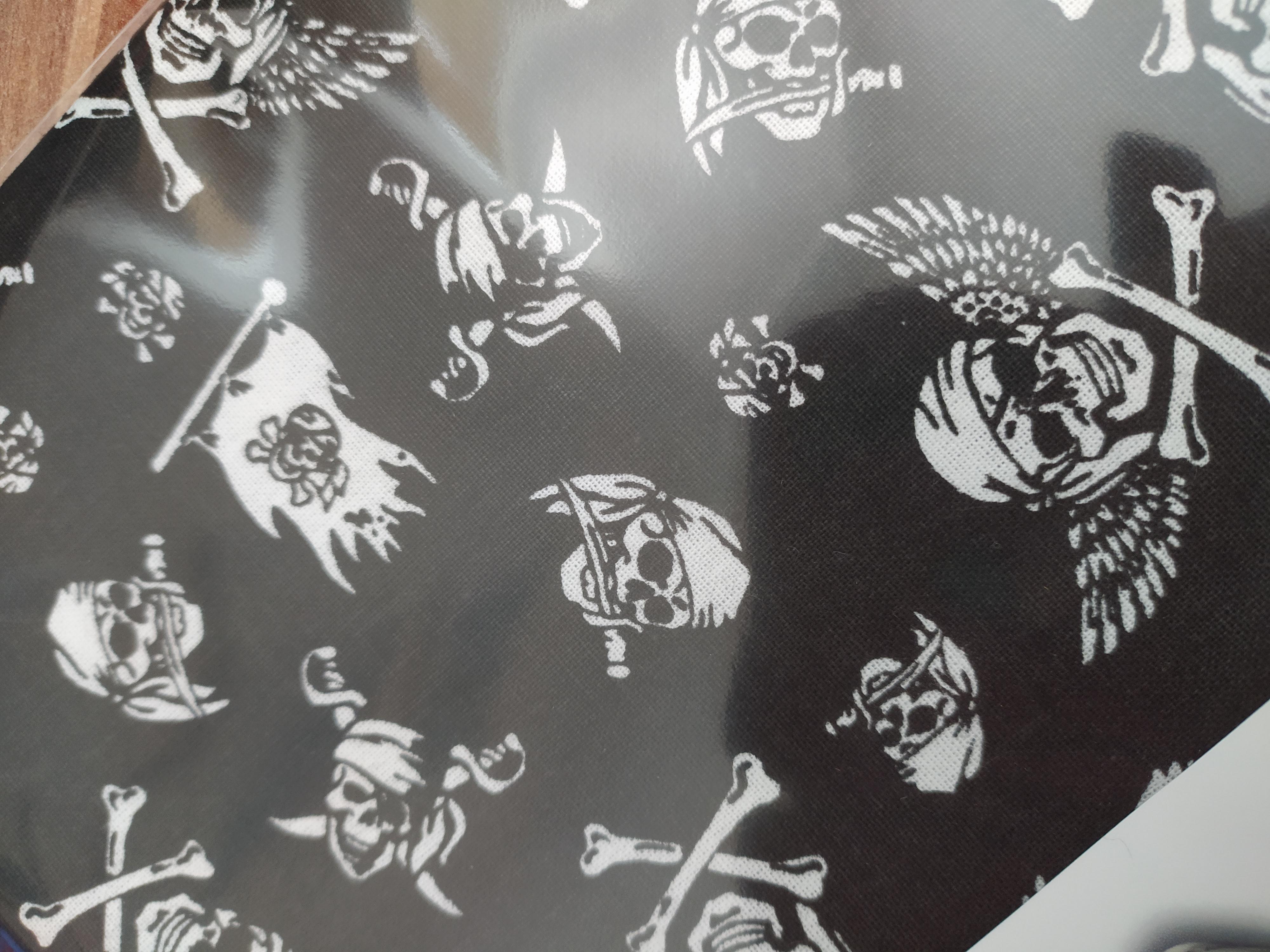 Bavlněný šátek 65 x 65 cm, pirátské lebky