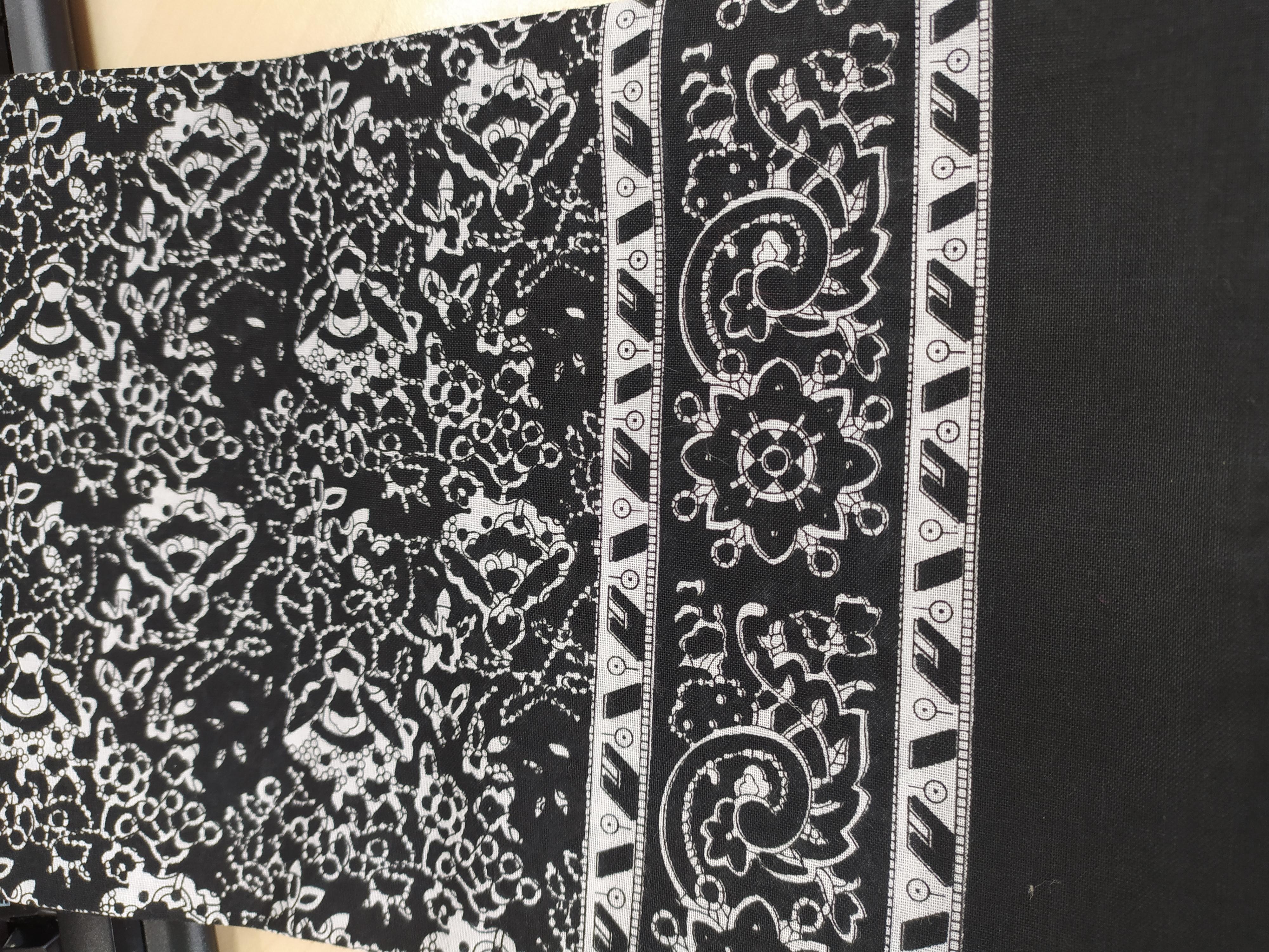 Bavlněný šátek 67 x 67 cm, černý reliéf