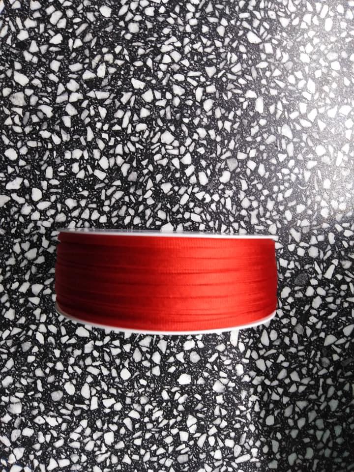 Dutinka šňůra 4 mm červená