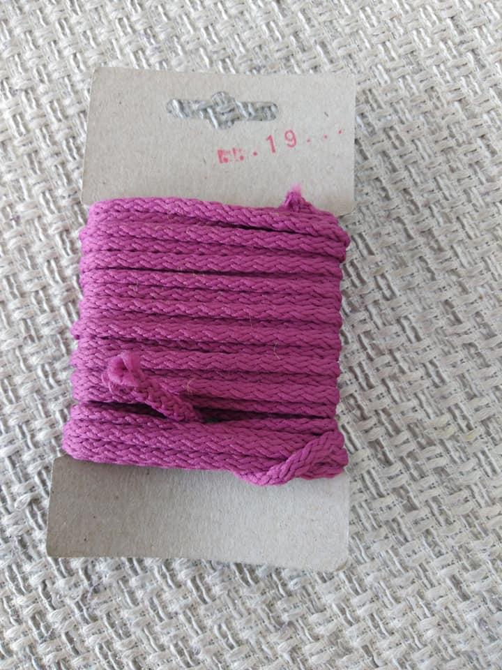 Šňůra oděvní polyesterová 4 mm karta 5 m vřesová