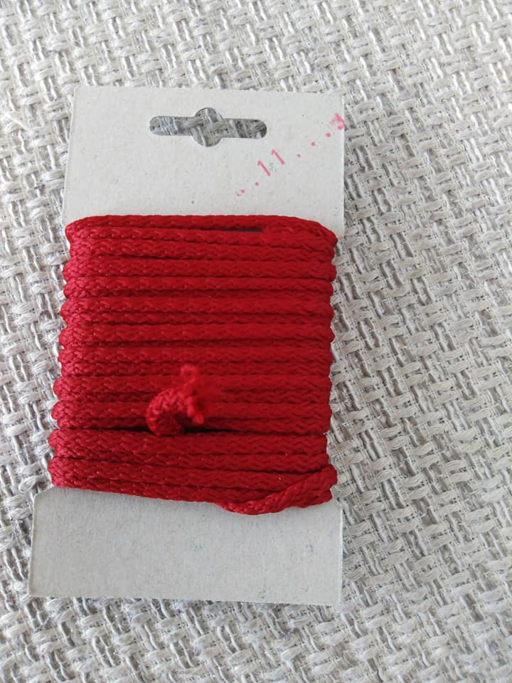 Šňůra oděvní polyesterová 4 mm karta 5 m kardinál.červená