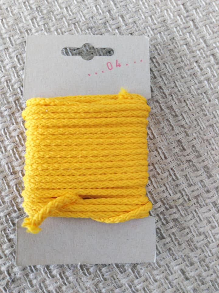 Šňůra oděvní polyesterová 4 mm karta 5 m blatouchová
