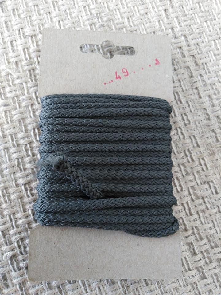 Šňůra oděvní polyesterová 4 mm karta 5 m tmavě šedá