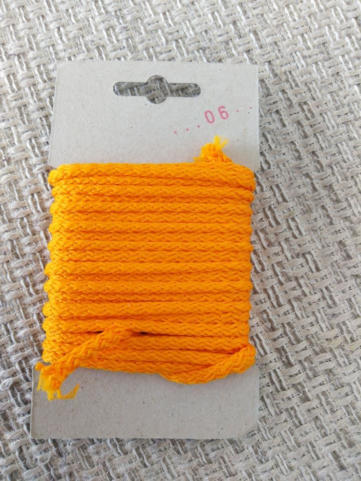 Šňůra oděvní polyesterová 4 mm karta 5 m oranžová