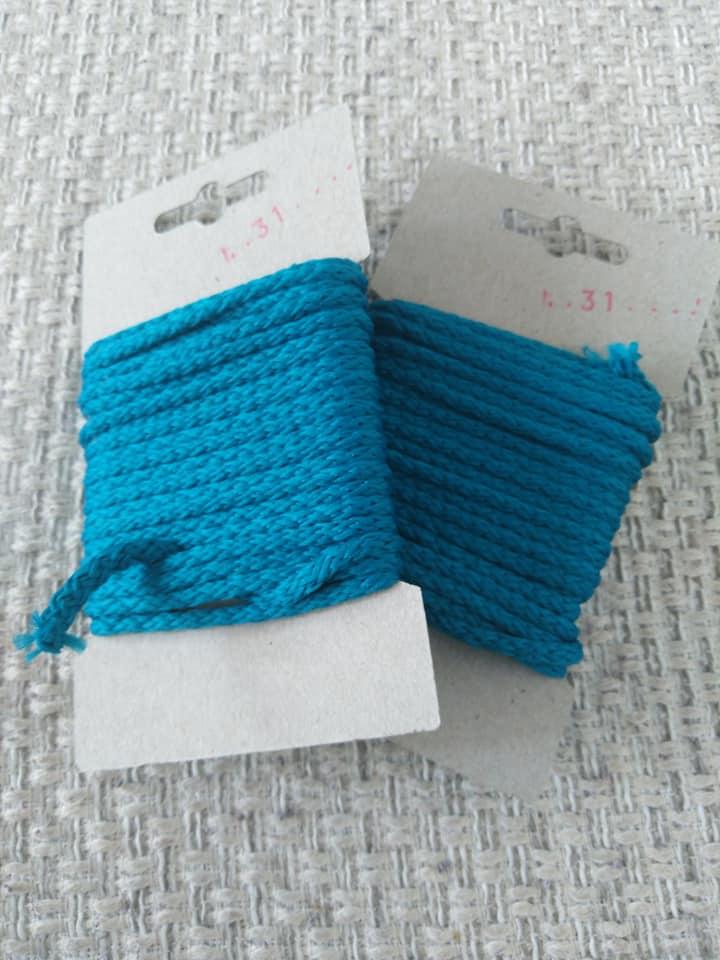 Šňůra oděvní polyesterová 4 mm karta 5 m tmavý tyrkys