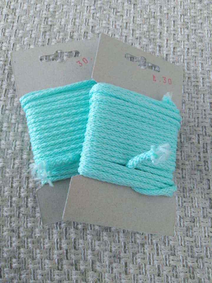 Šňůra oděvní polyesterová 4 mm karta 5 m mátová