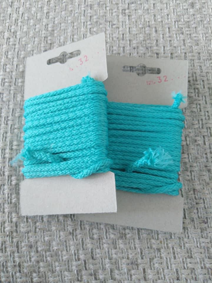 Šňůra oděvní polyesterová 4 mm karta 5 m tyrkys