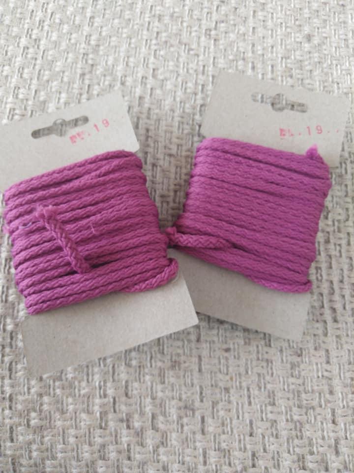 Šňůra oděvní polyesterová 4 mm karta 5 m amarant
