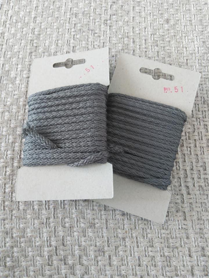 Šňůra oděvní polyesterová 4 mm karta 5 m šedá
