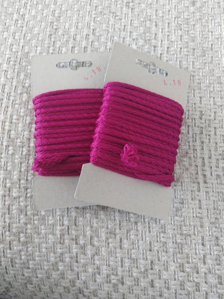 Šňůra oděvní polyesterová 4 mm karta 5 m astra