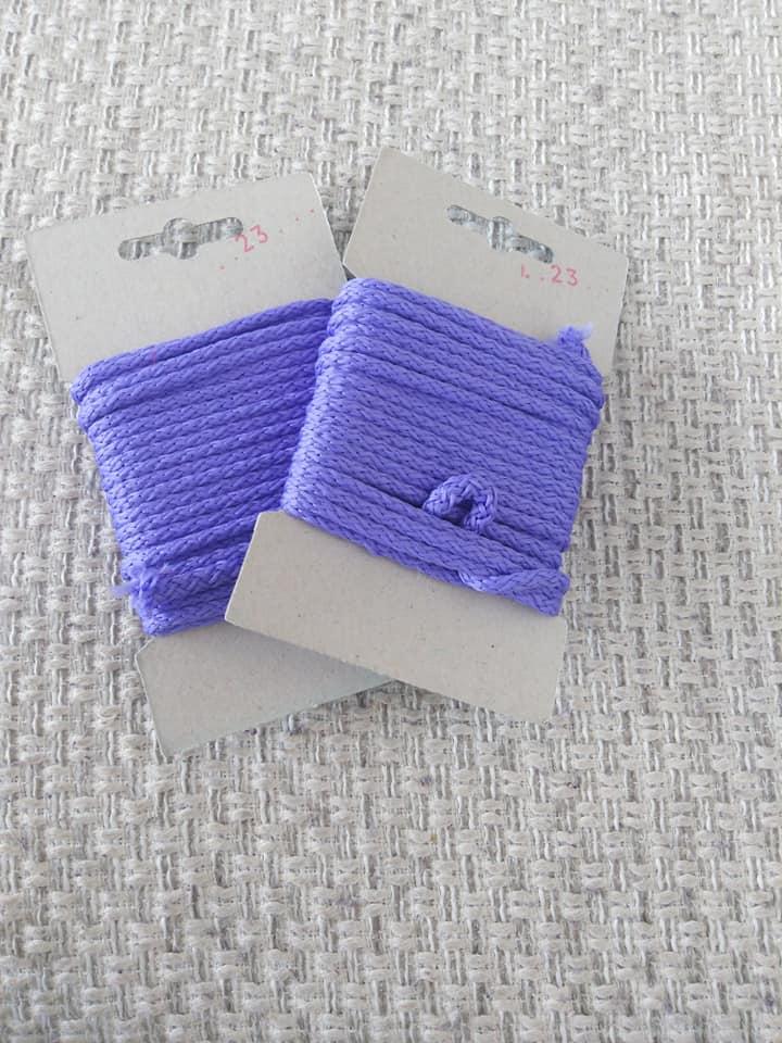 Šňůra oděvní polyesterová 4 mm karta 5 m parmská fialová