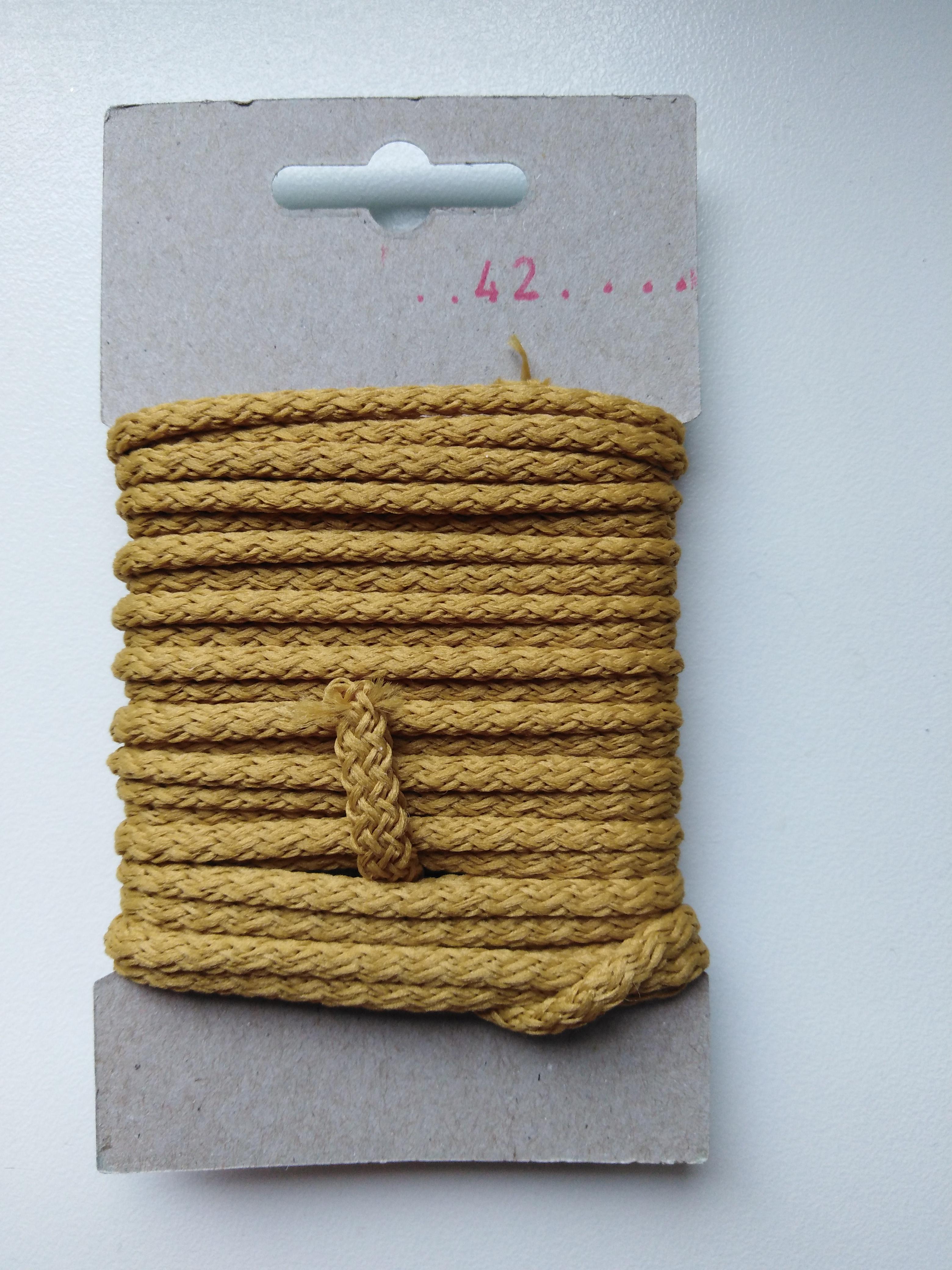 Šňůra oděvní polyesterová 4 mm 5 m starozlatá