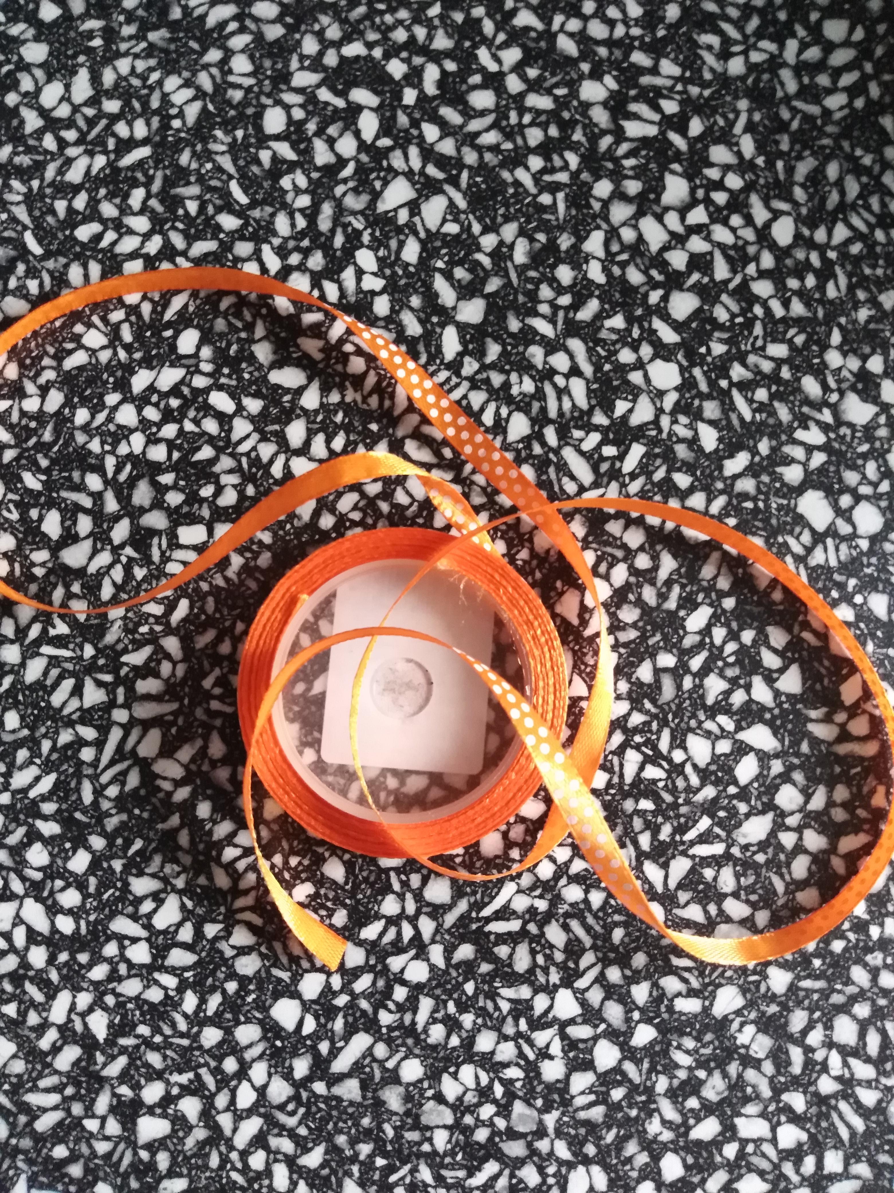 Stuha saténová 6 mm puntík oranžová