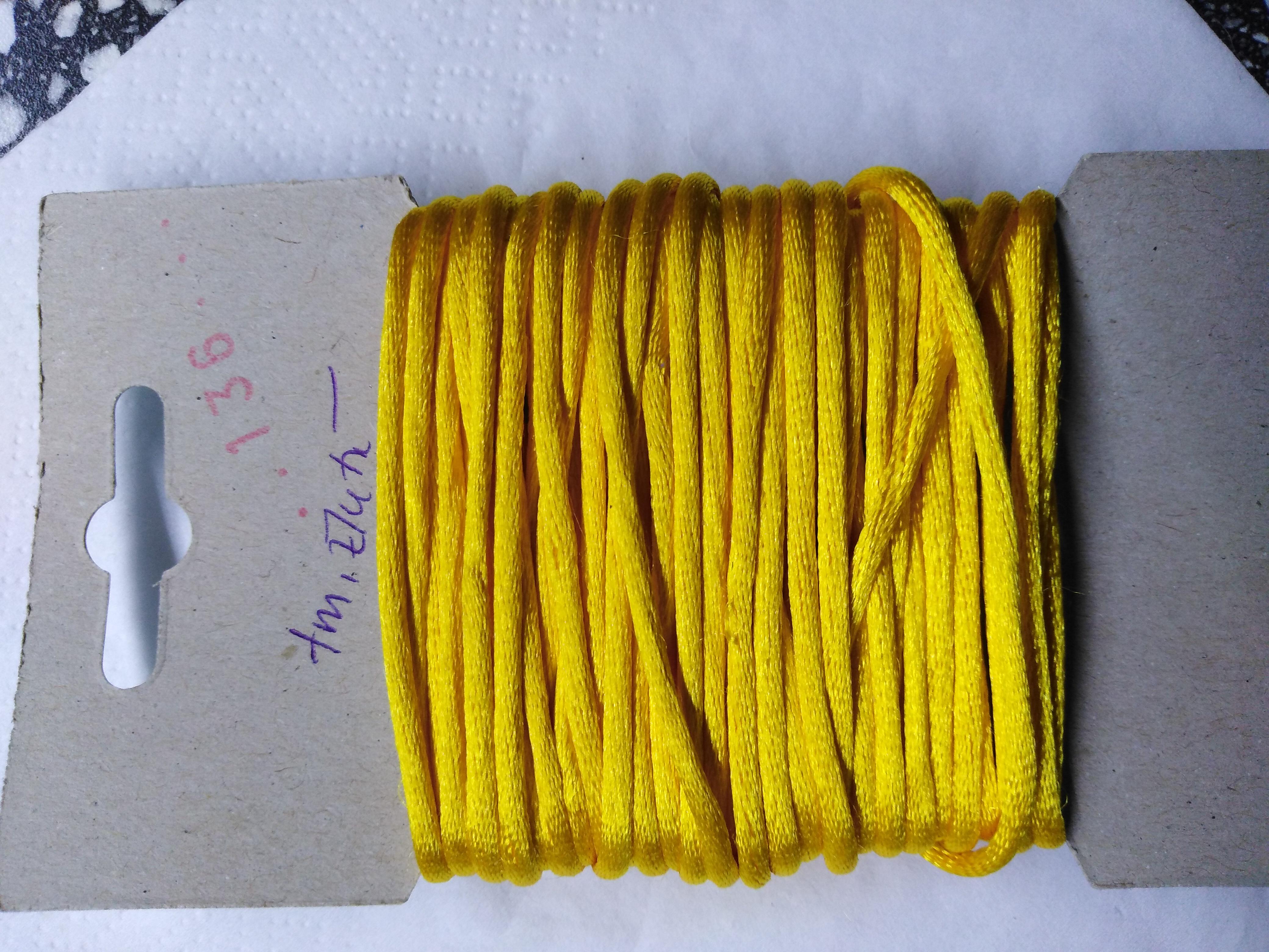 Šňůrka atlasová 2 mm tmavě žlutá